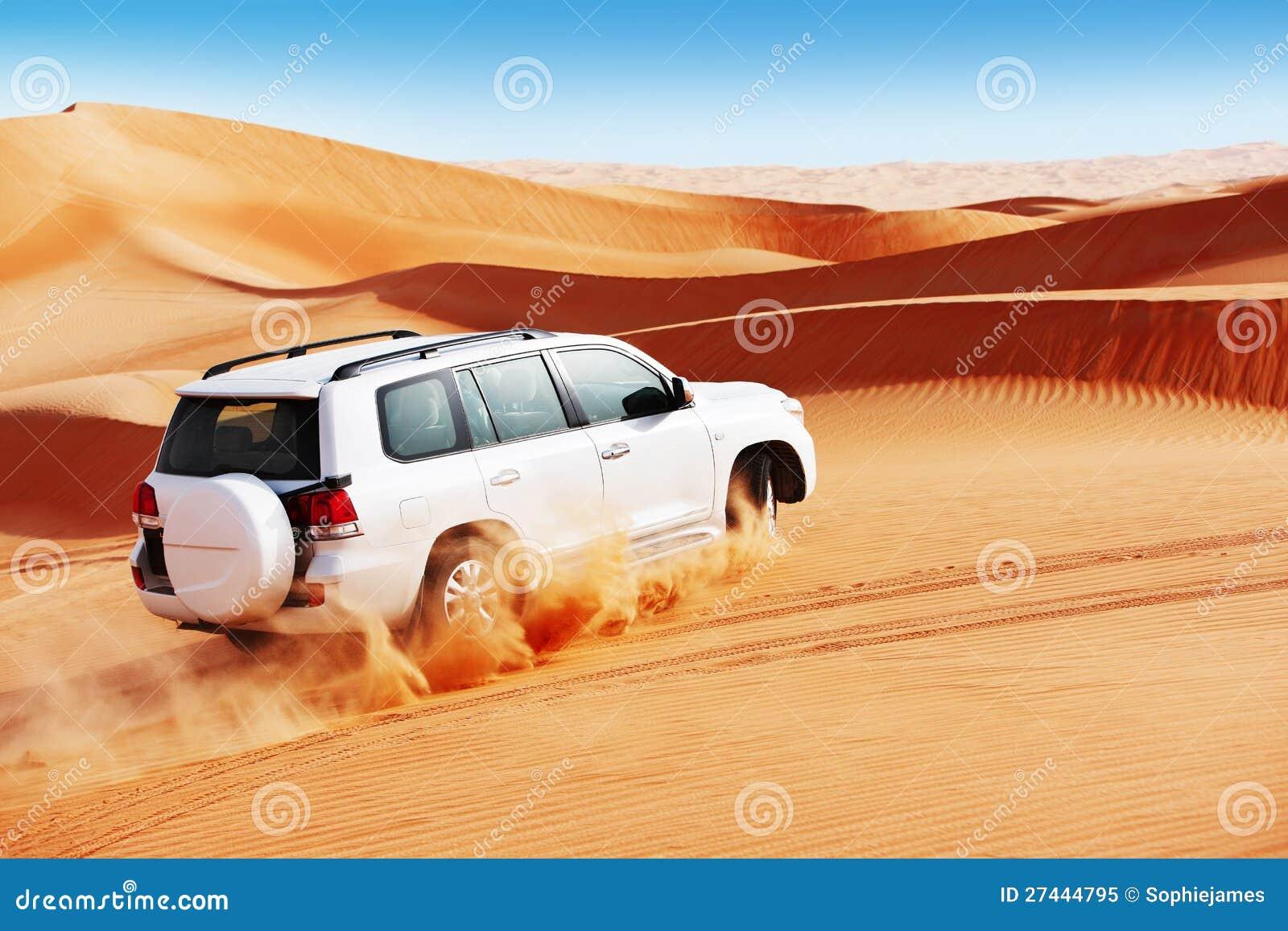 Att slå för dyn 4x4 är en populär sport av araben