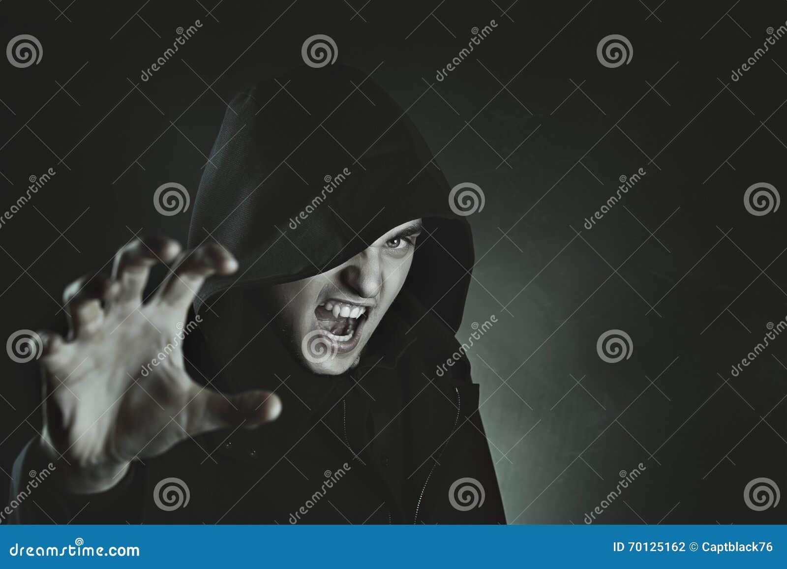 Attaque masculine de vampire
