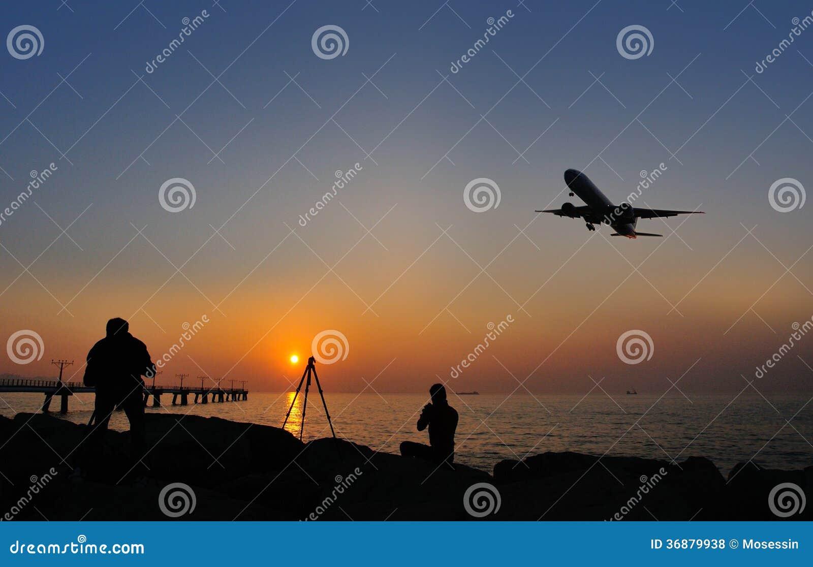 Download Atterraggio di aeroplano fotografia stock. Immagine di traccia - 36879938