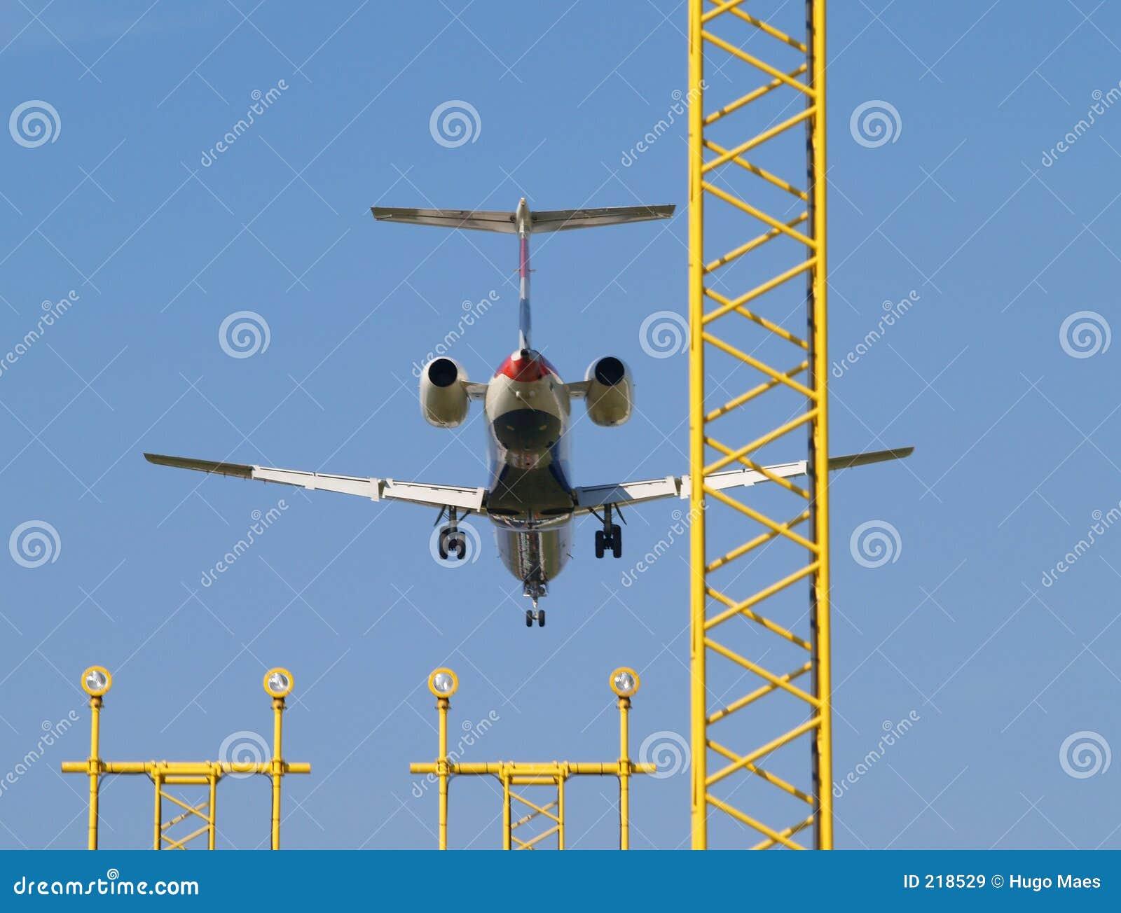 Atterraggio di velivoli ed indicatori luminosi di atterraggio.