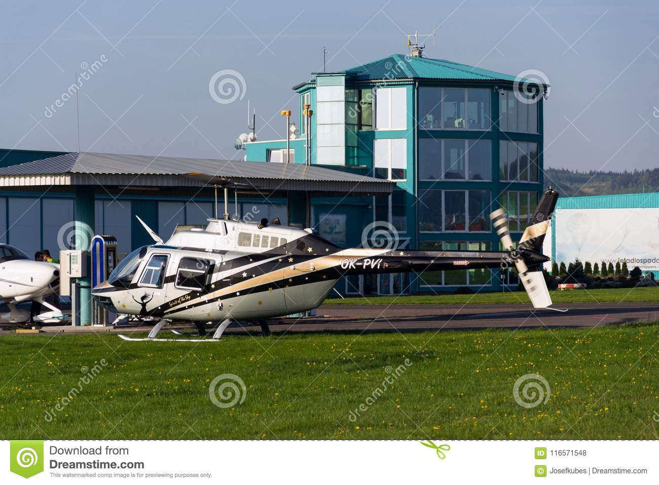 Elicottero Jet Ranger : Helicopter bell jet ranger b in hangar stock photo picture and