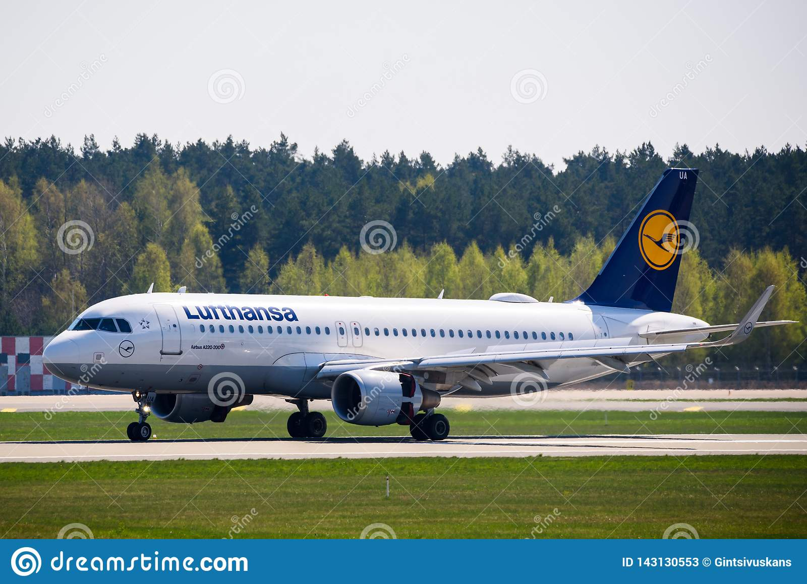 Atterrissage d avion de Lufthansa Airbus 320-200