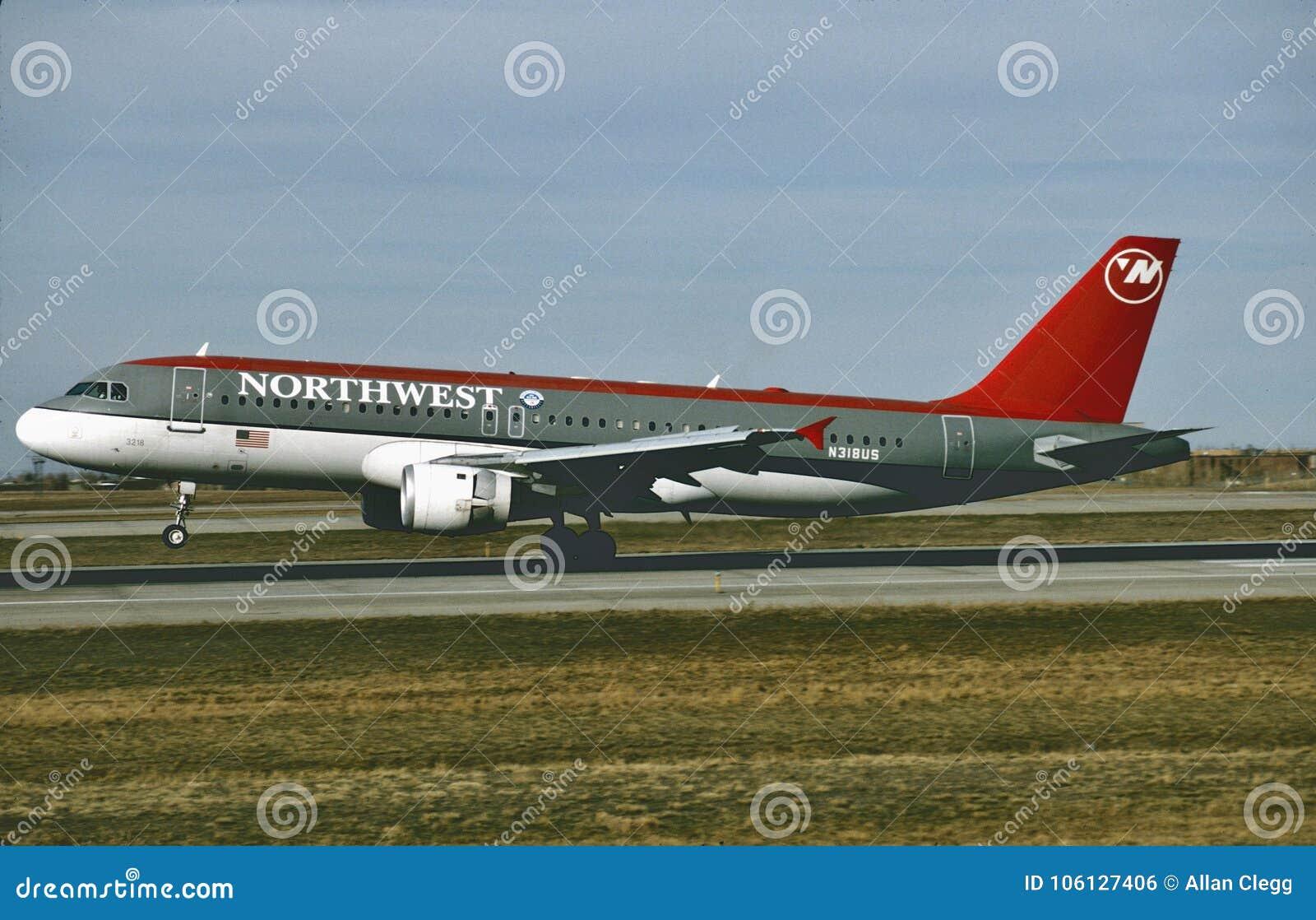 Atterrissage de Northwest Airlines Airbus A320 à Minneapolis après un vol du ` 1995 de Miami