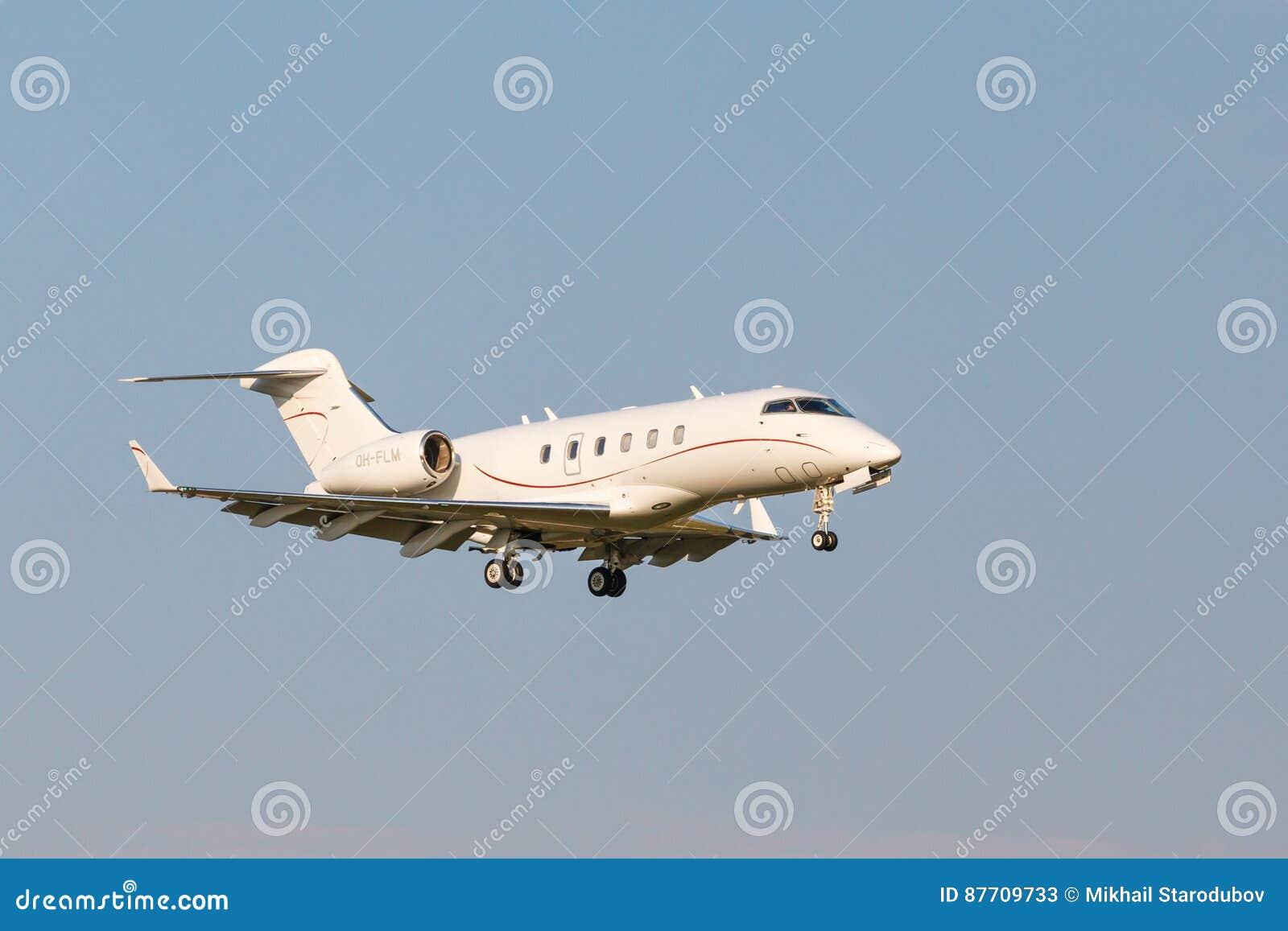 Atterrissage du bombardier BD-100-1A10 sur la piste