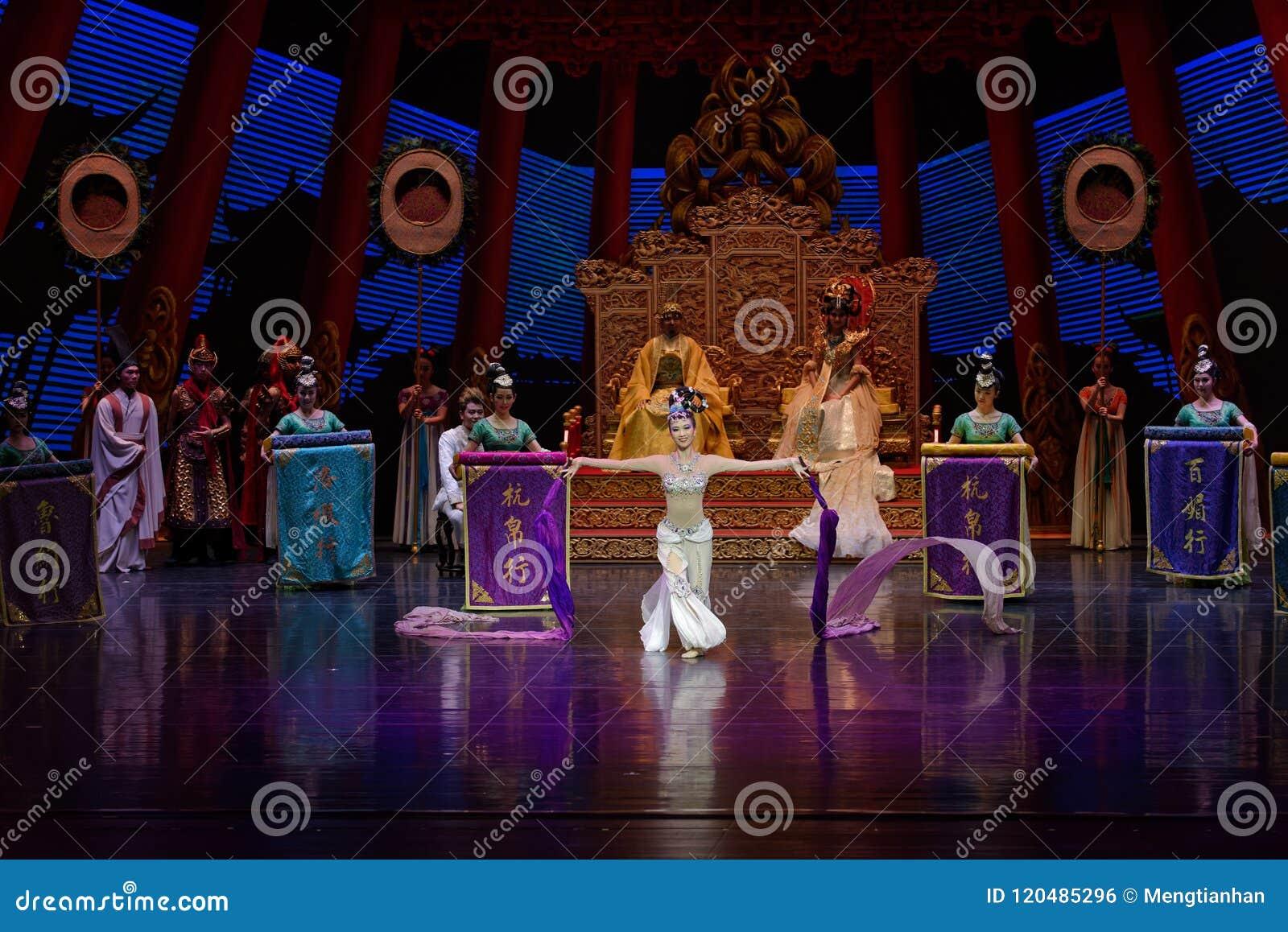 Atto collegato lungo di ballo di corte 2-The in secondo luogo: una festività nel ` di seta di principessa di ballo del ` palazzo-