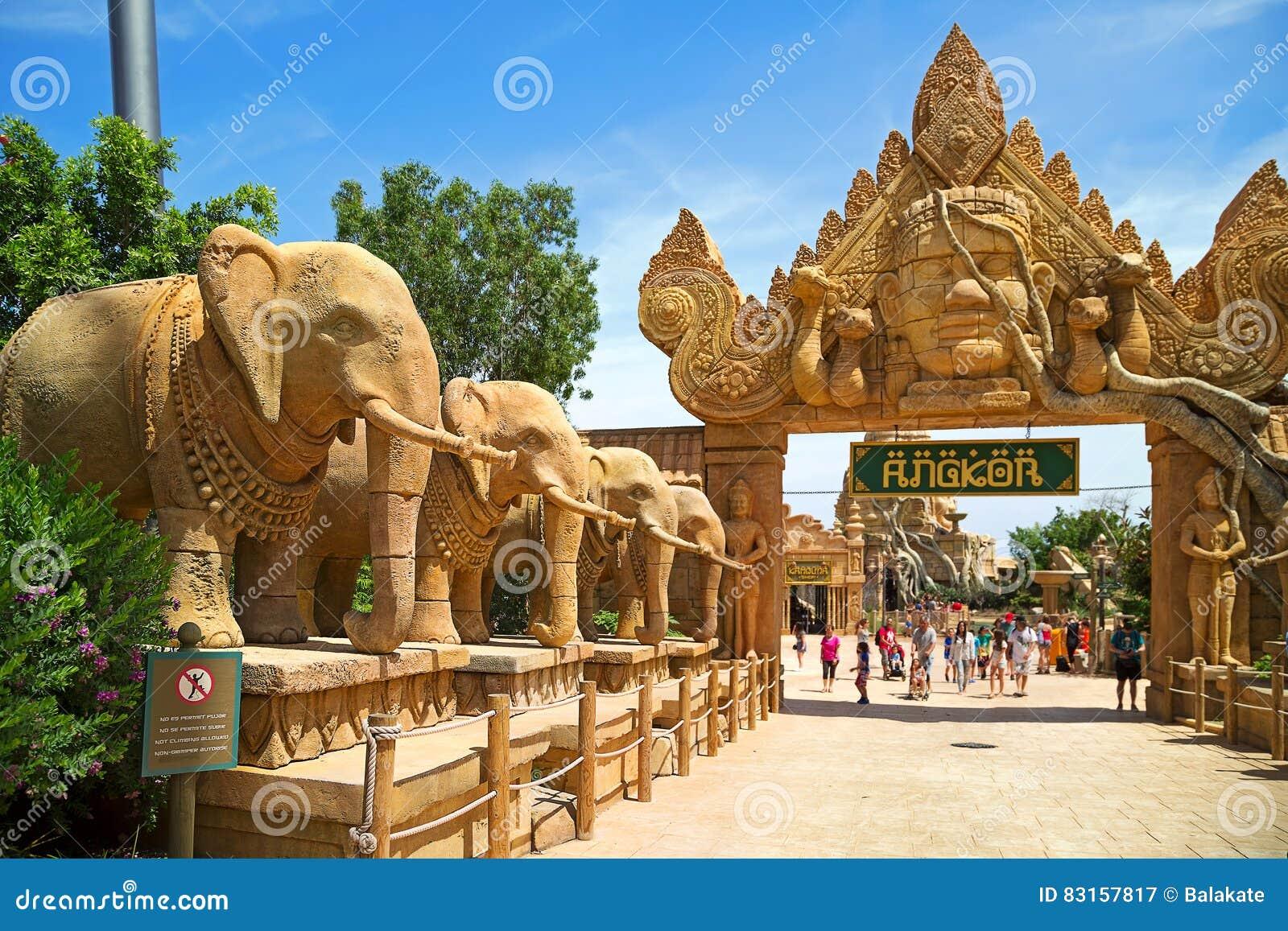 attraction angkor dans le port aventura de parc th me dans la ville salou catalogne espagne. Black Bedroom Furniture Sets. Home Design Ideas