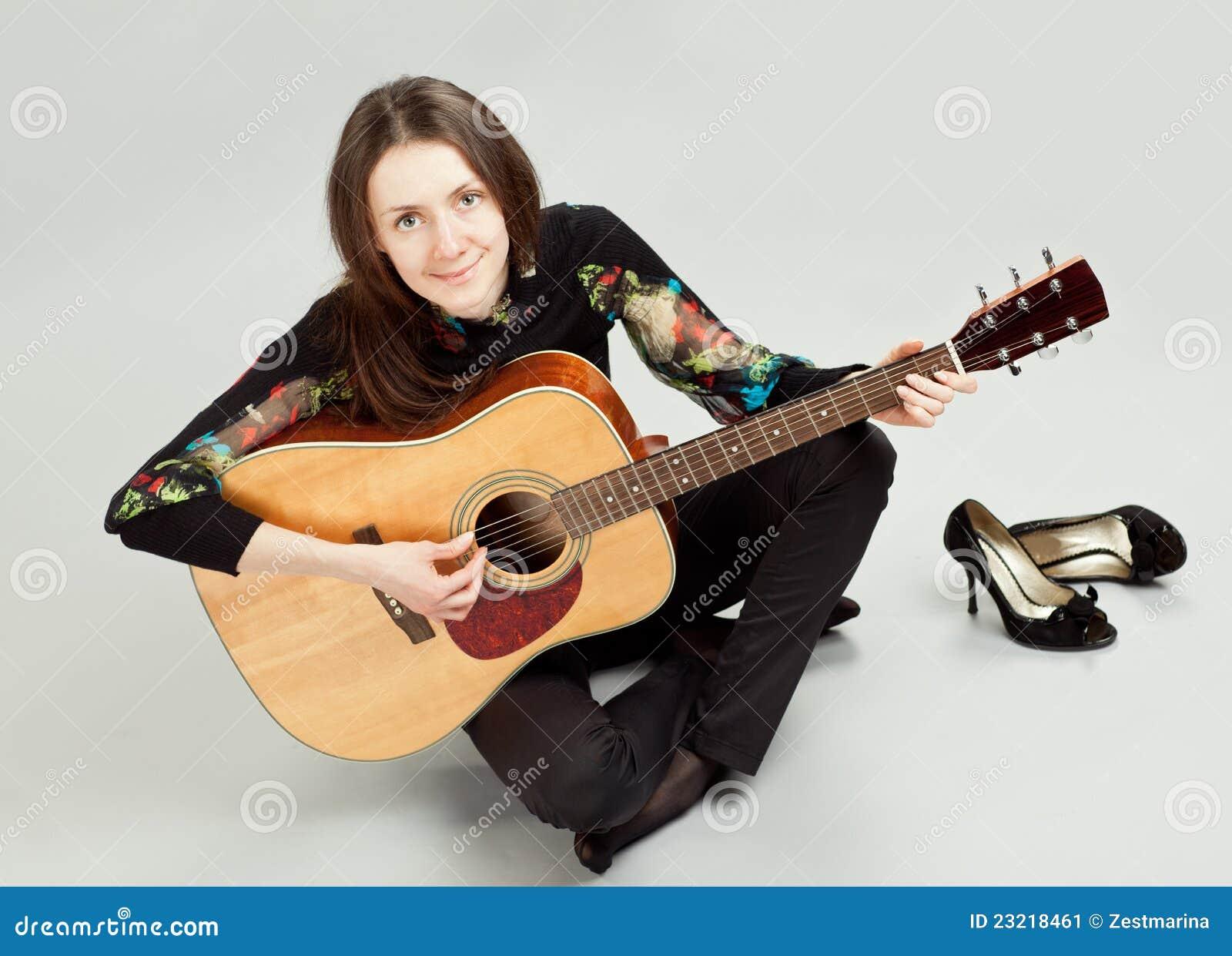 Dating girl who playing guitar