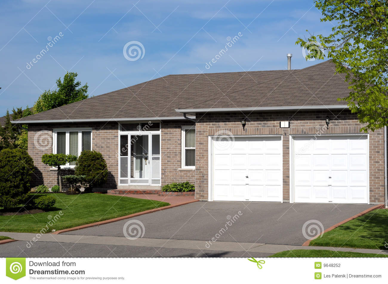 Attractive Bungalow Stock Photography Image 9648252