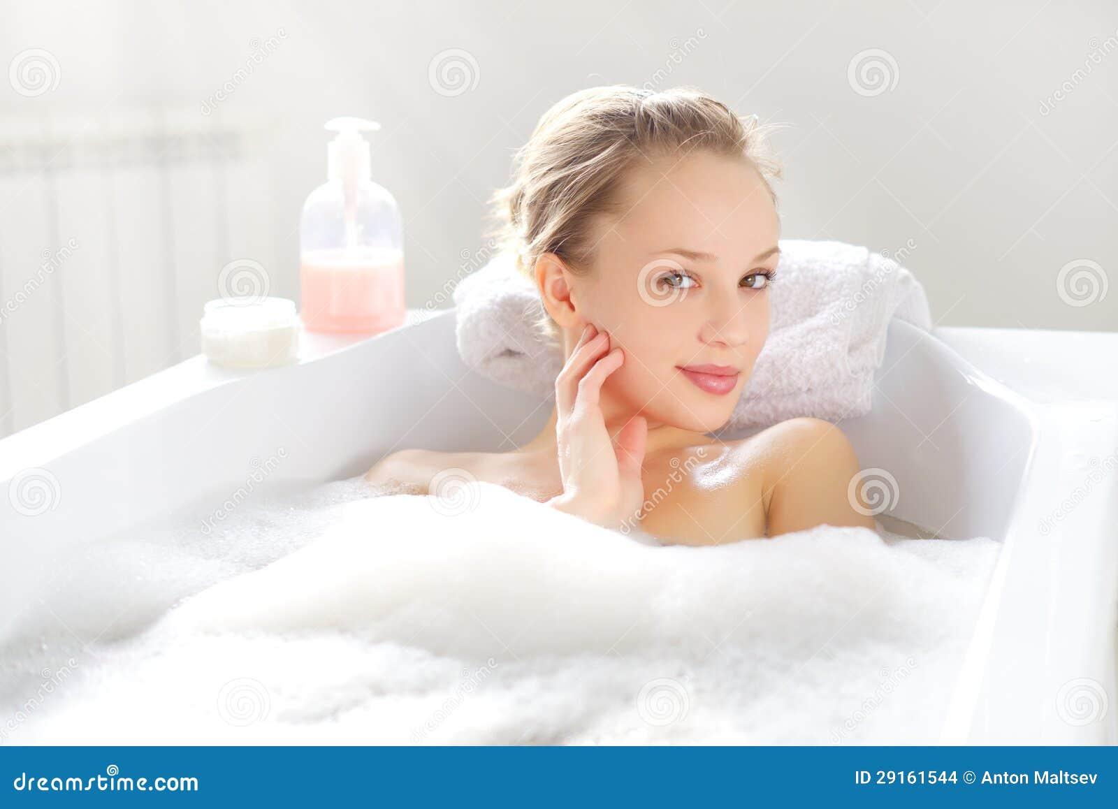 girl girl bath