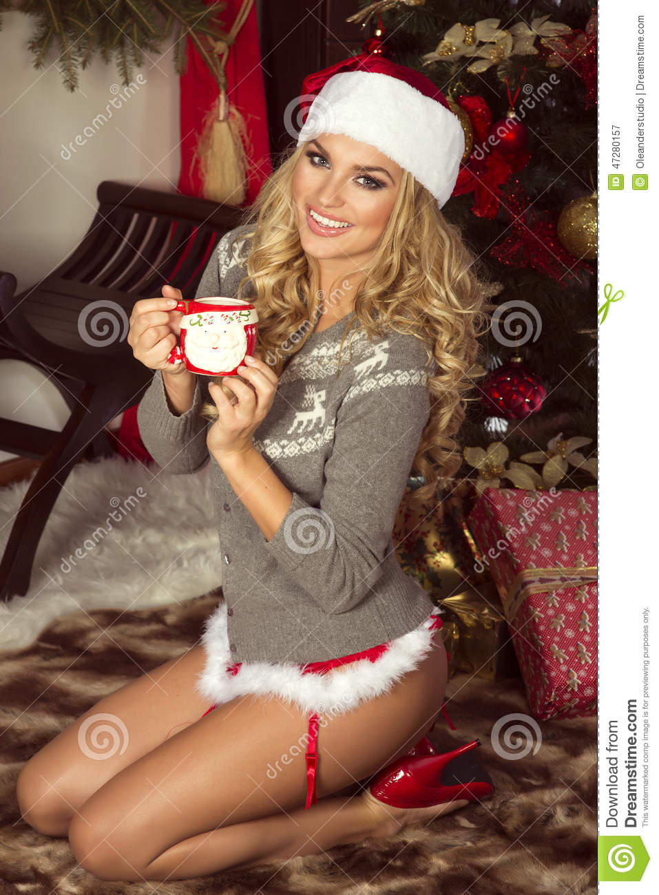 3 blondes in santa outfit give live show 9
