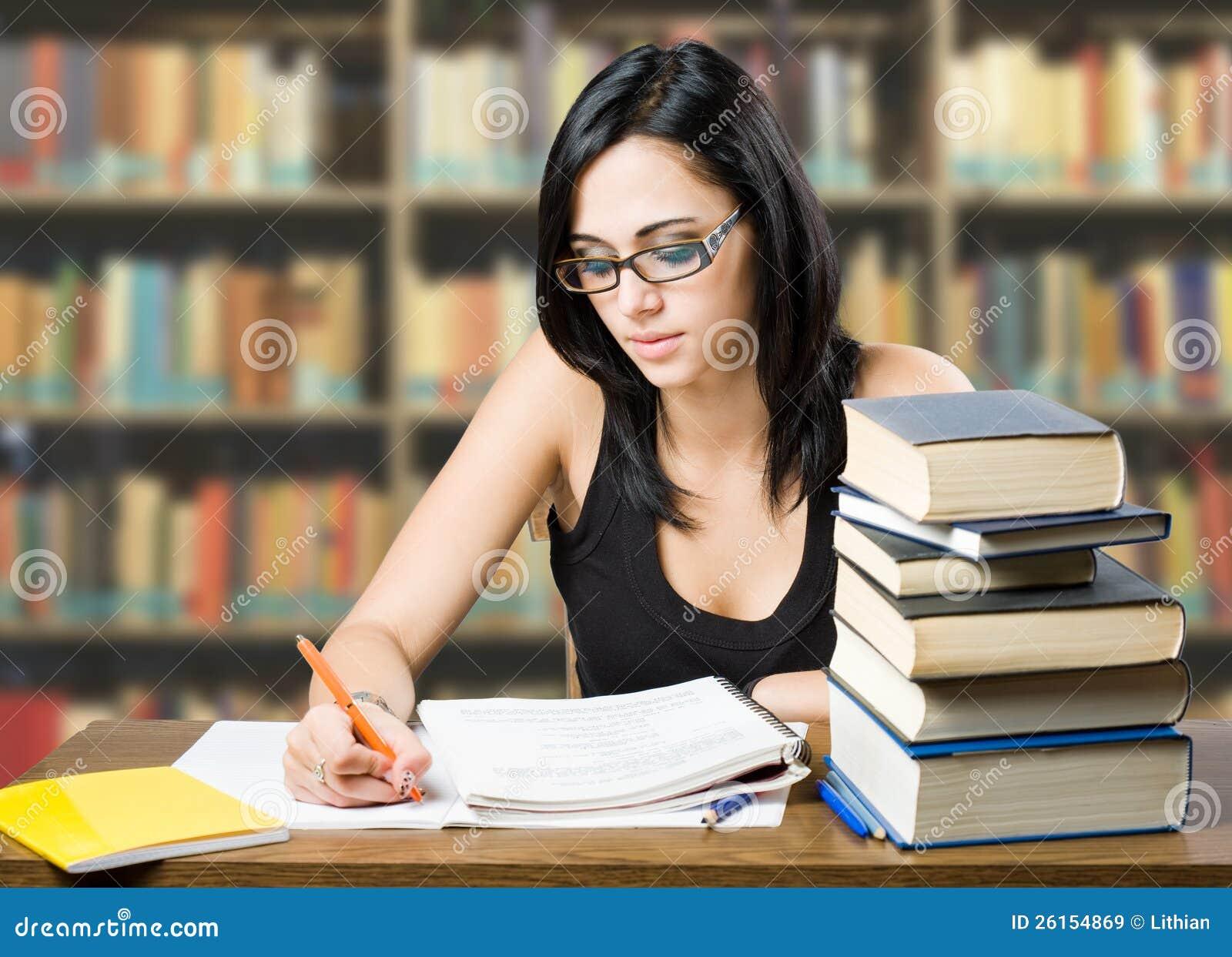 Студентка готовится к сессии 8 фотография