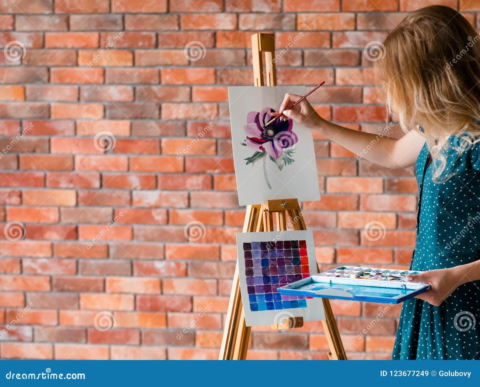 Attraktion för flicka för talang för personlighet för målninghobby slug