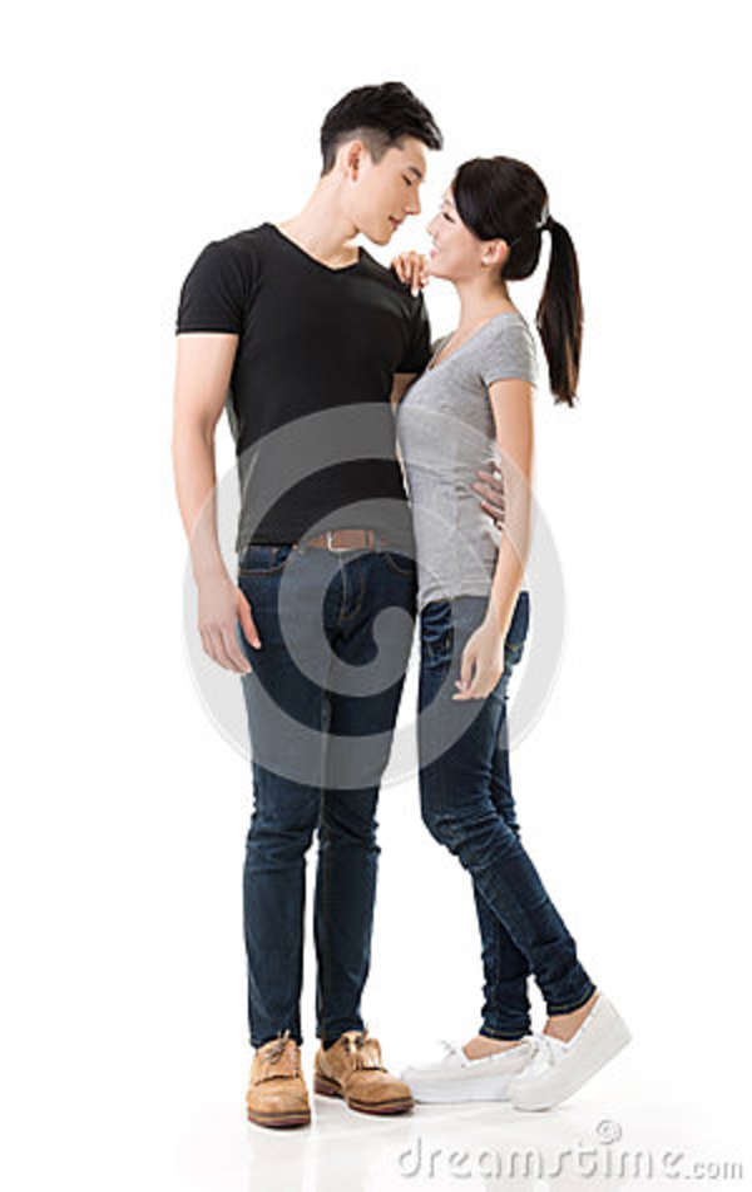Attraktiva unga asiatiska par