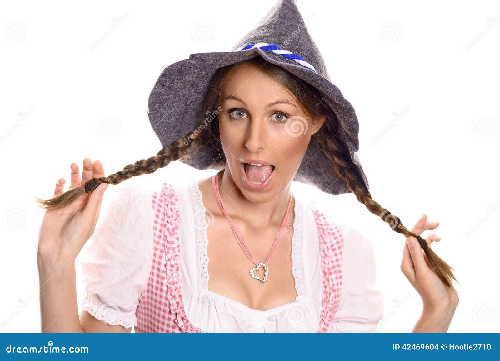 Attraktive Frau in einem Dirndl- und Parteihut