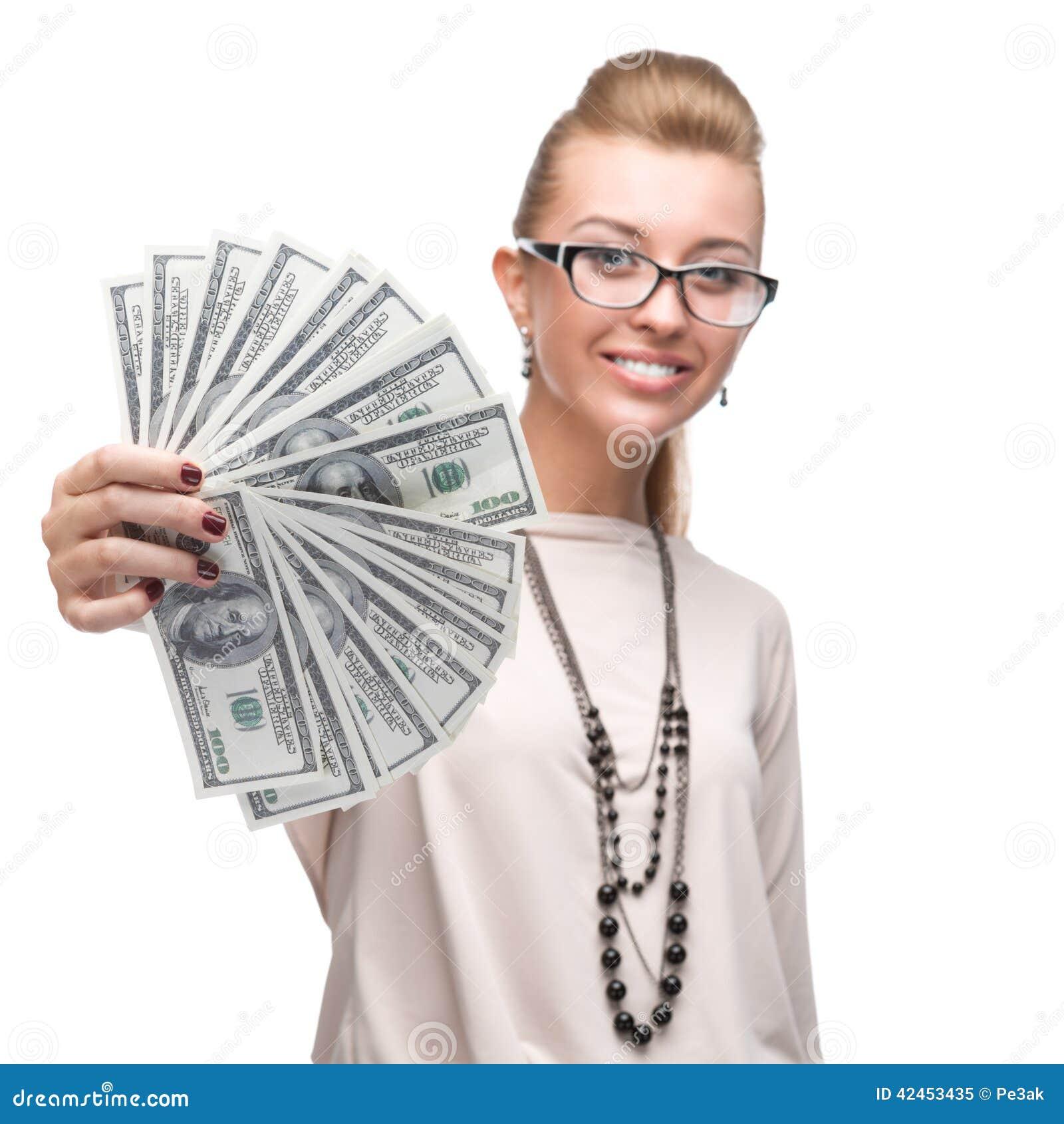 Attraktive Geschäftsfrau, die Geld hält