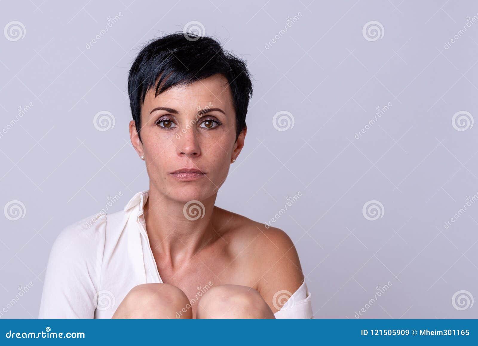Attraktive Reife Frau Mit Einem Elfengesicht Stockbild