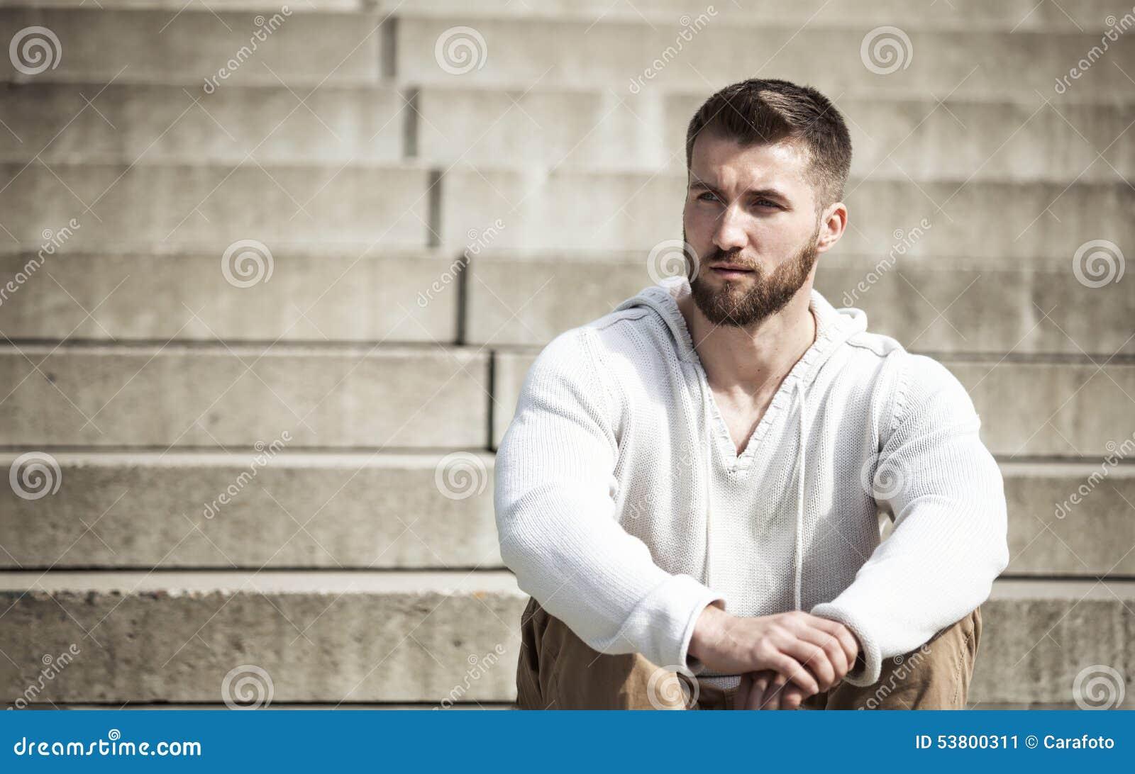Attraktiver mann single