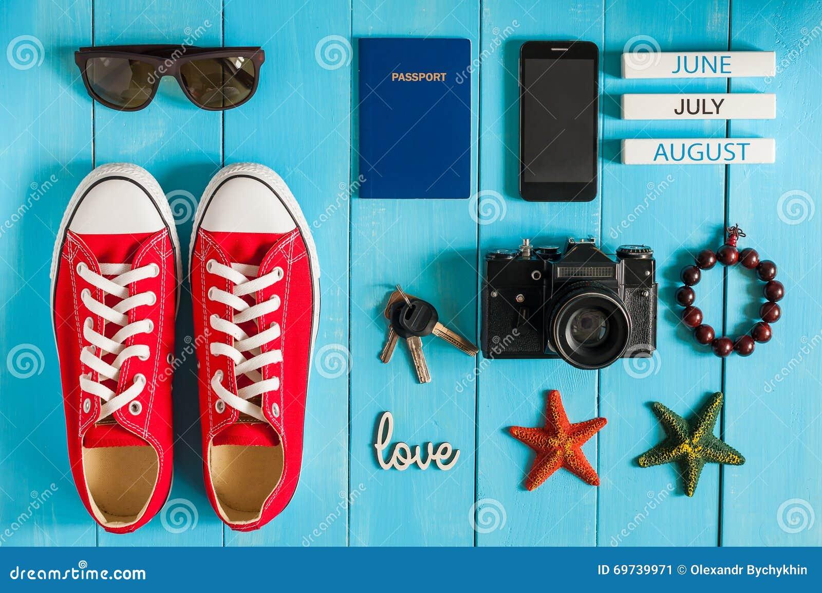 Attrezzatura di estate del viaggiatore, dello studente, dell adolescente, della ragazza, della giovane donna o del tipo Spese gen