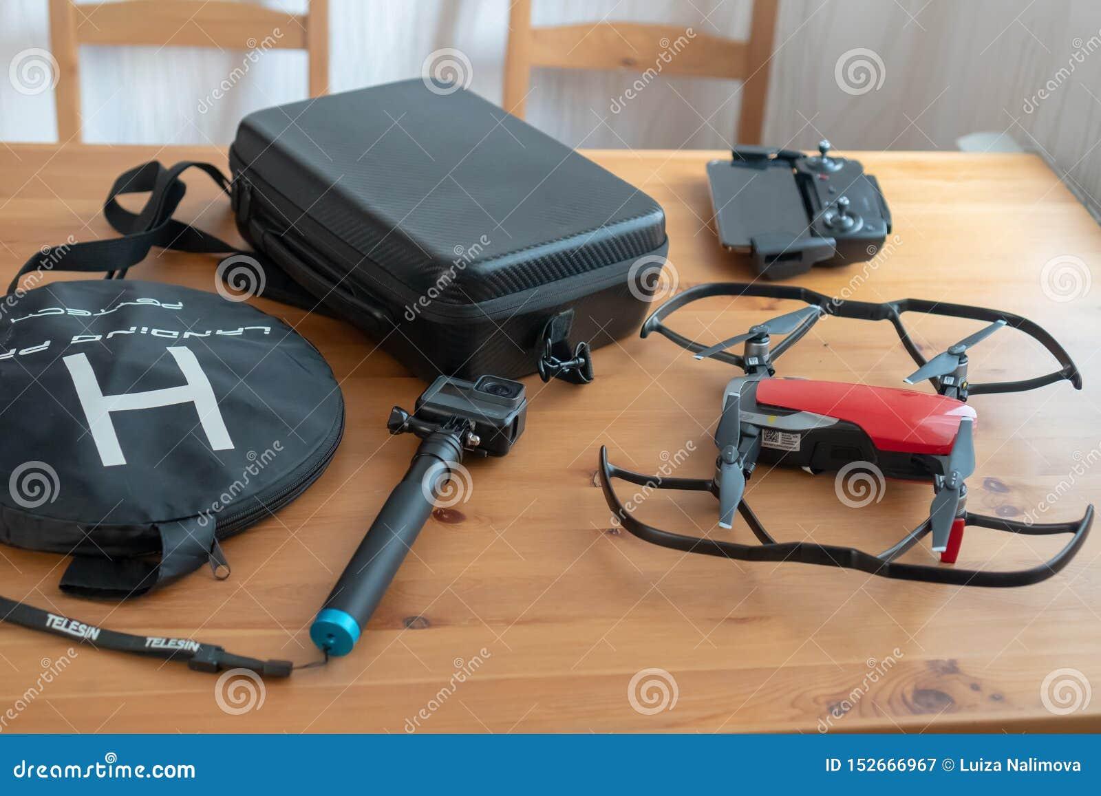 Attrezzatura per la fucilazione del video e della foto Vada pro, il fuco, il contenitore di fuco, il telefono, il telecomando, pi