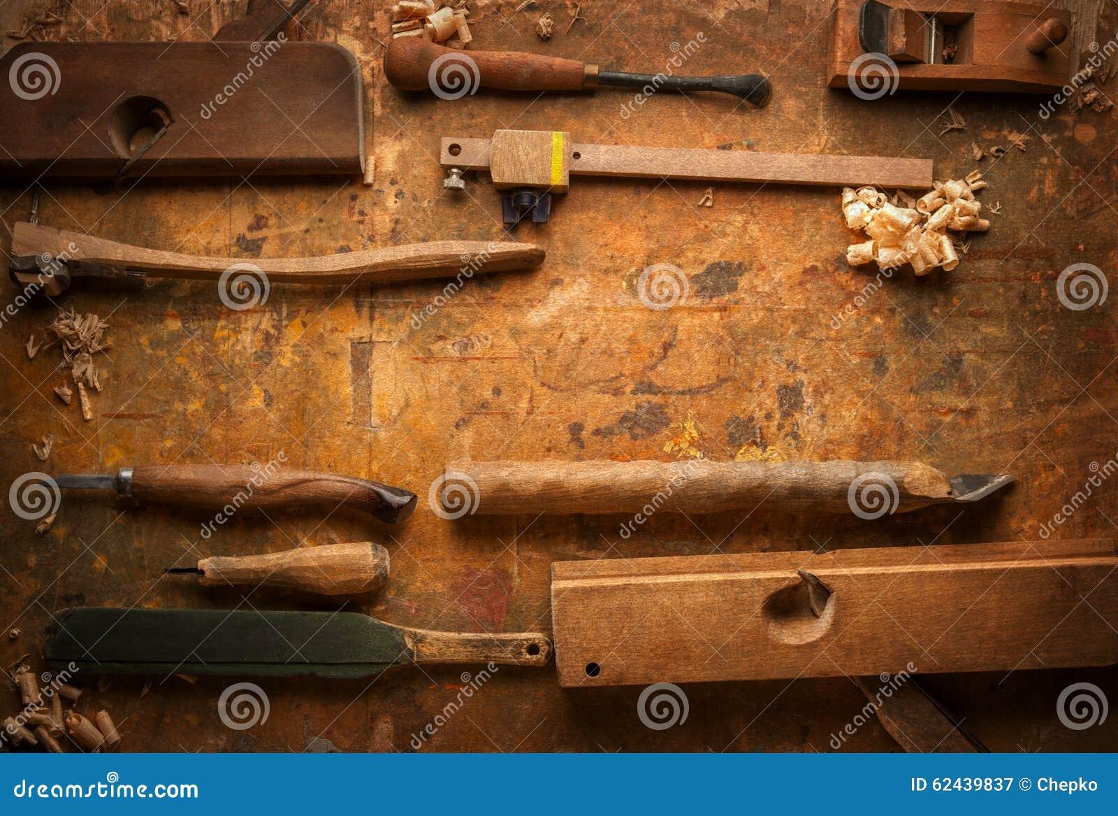 Attrezzi Per Bricolage Di Legno Su Un Vecchio Banco Da Lavoro Di Legno Fotografia Stock ...