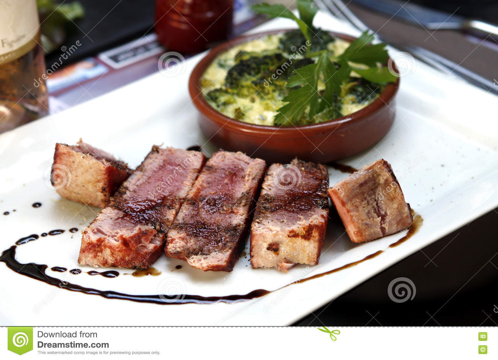 Atum vermelho semi cozinhado
