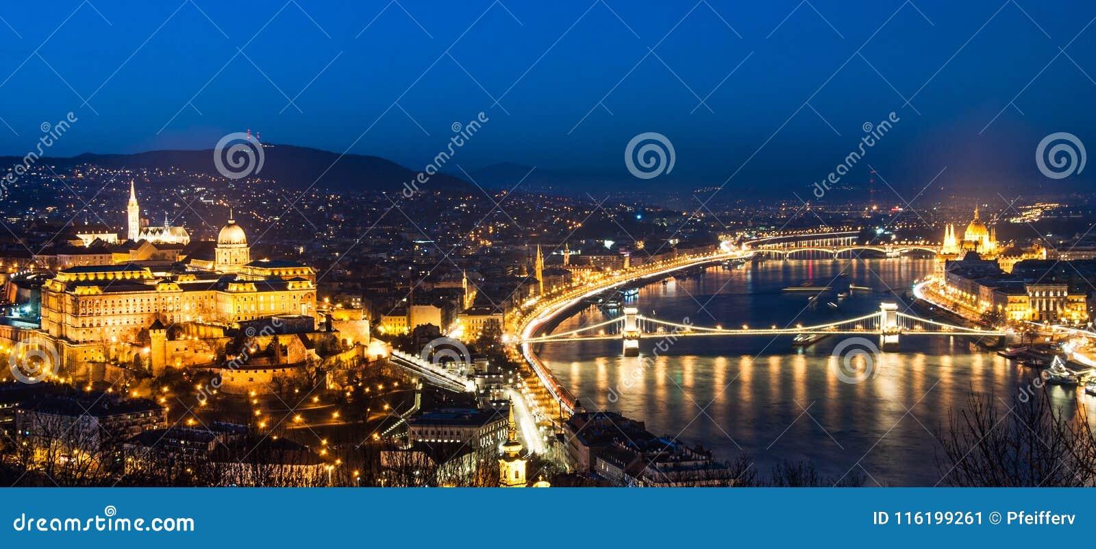 Aturdiendo Budapest, panorama con el castillo de Buda,