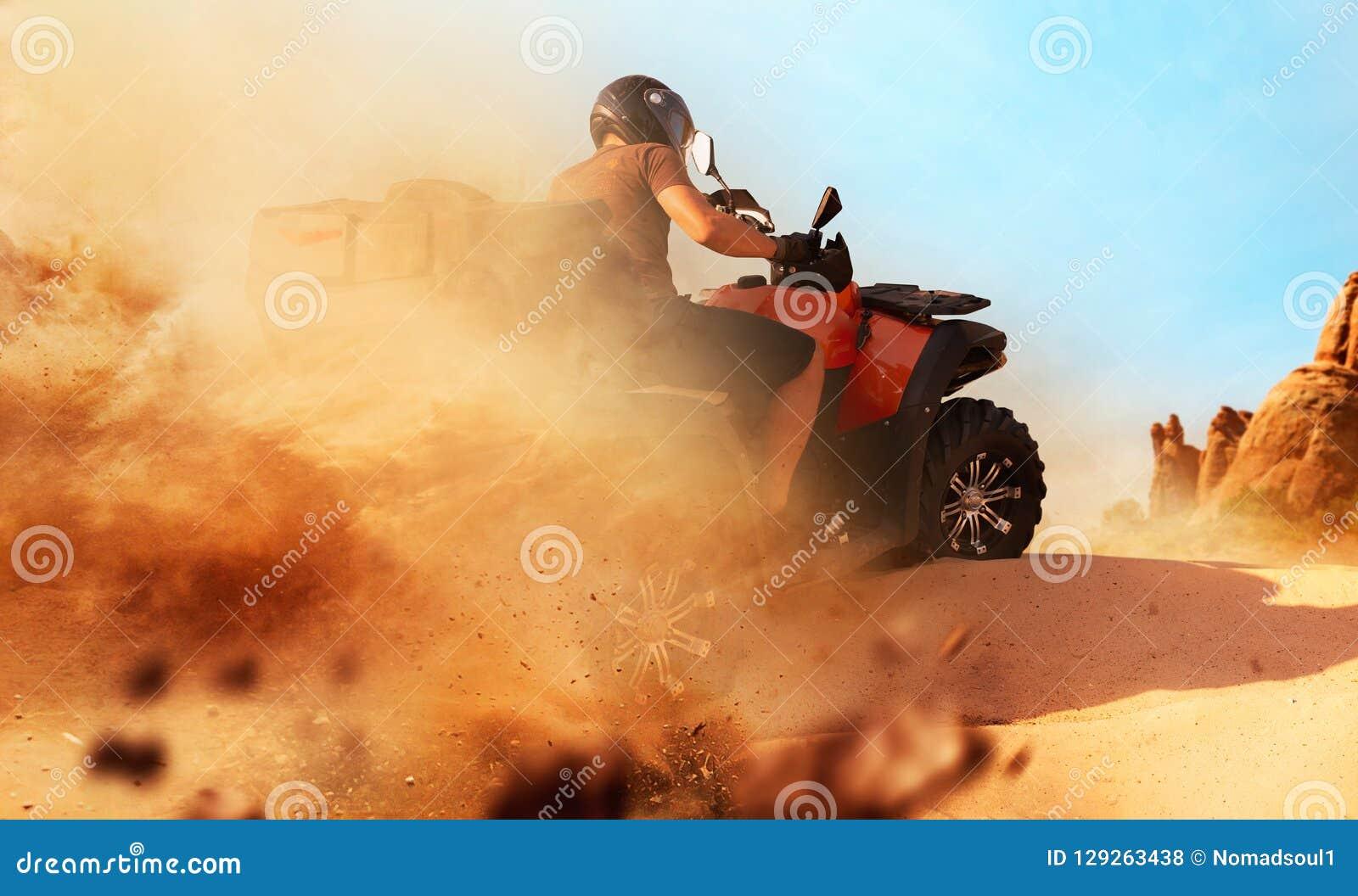Atv-Reiten im Sandsteinbruch, Staubwolken, Viererkabelfahrrad
