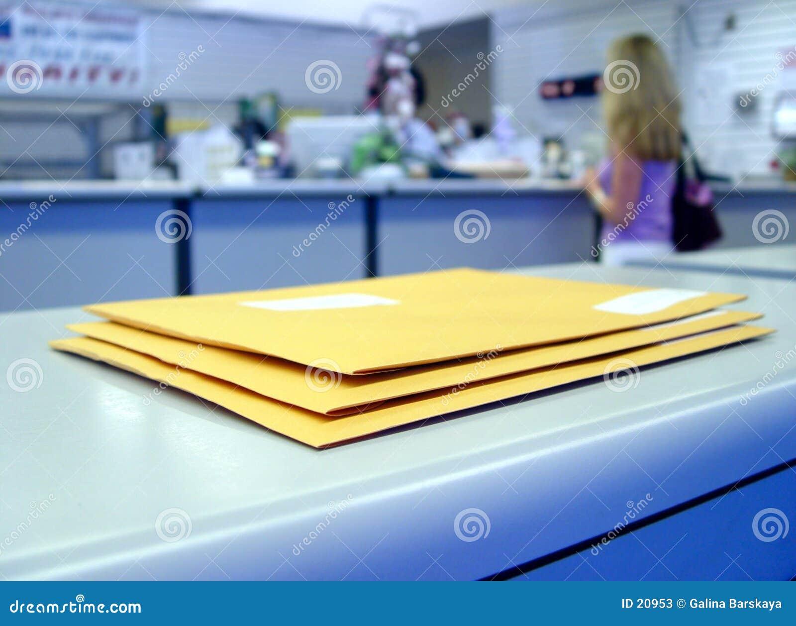 Au bureau de poste