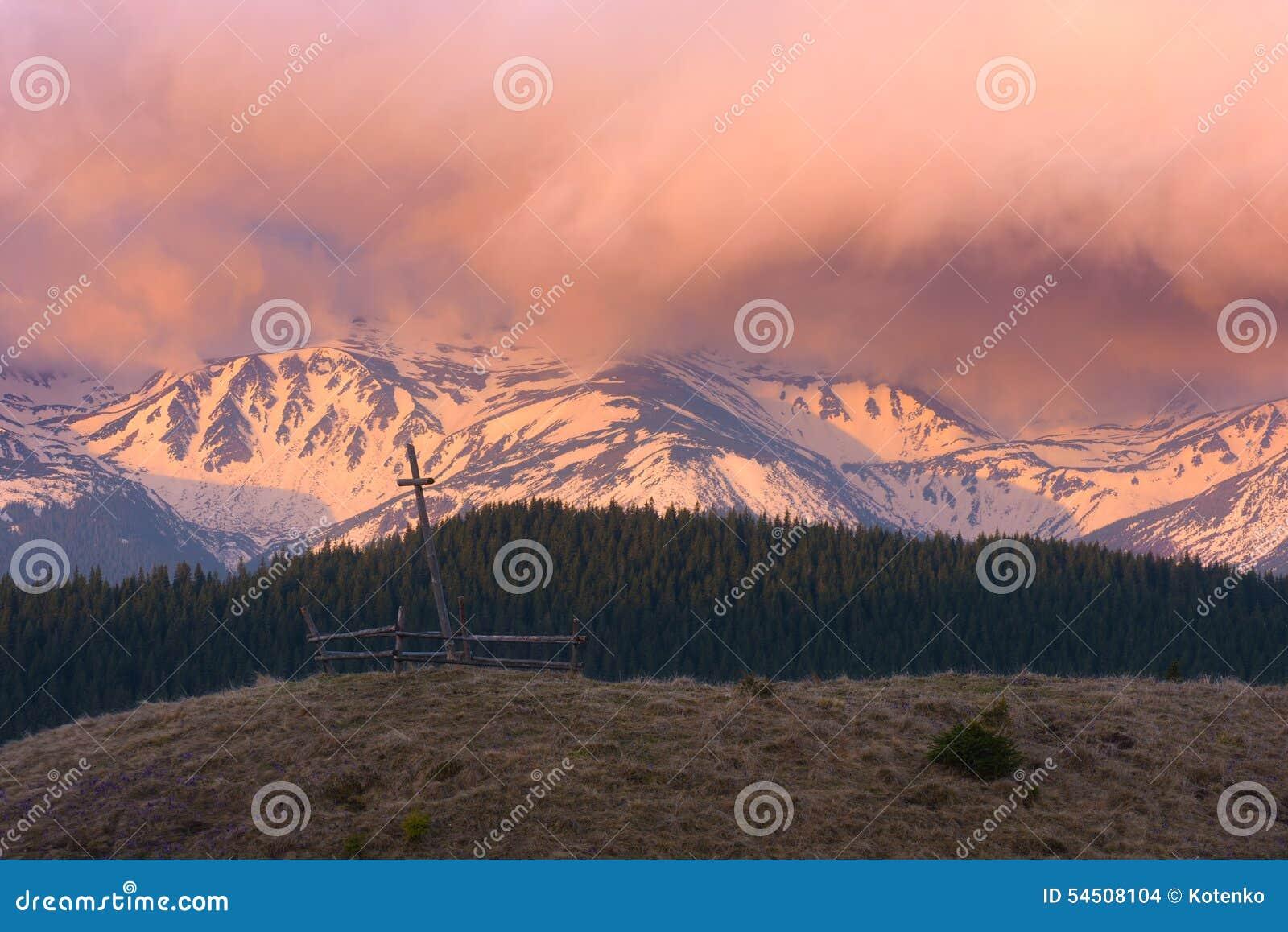Aube dans les montagnes