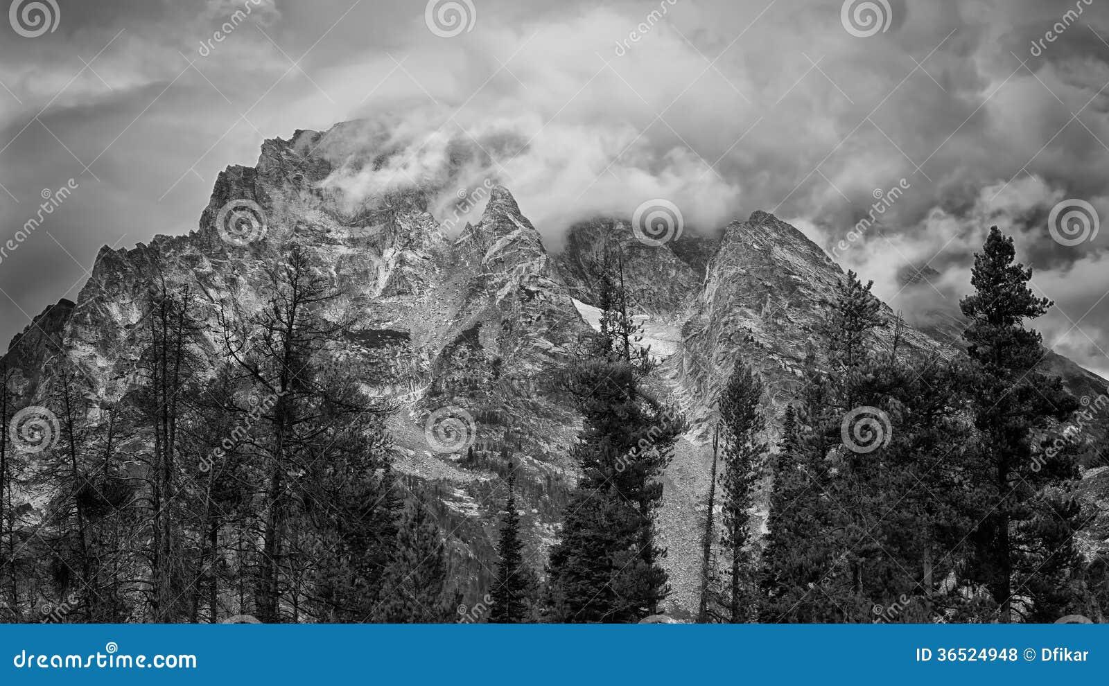 Aube nuageuse dans le Tetons
