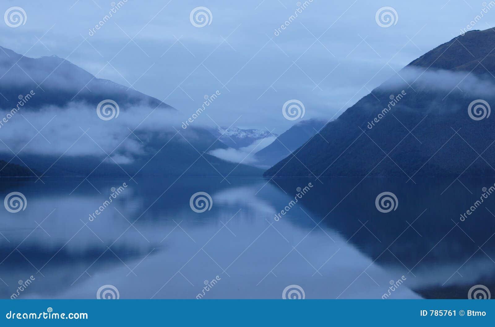 Aube sur le lac Rotoiti