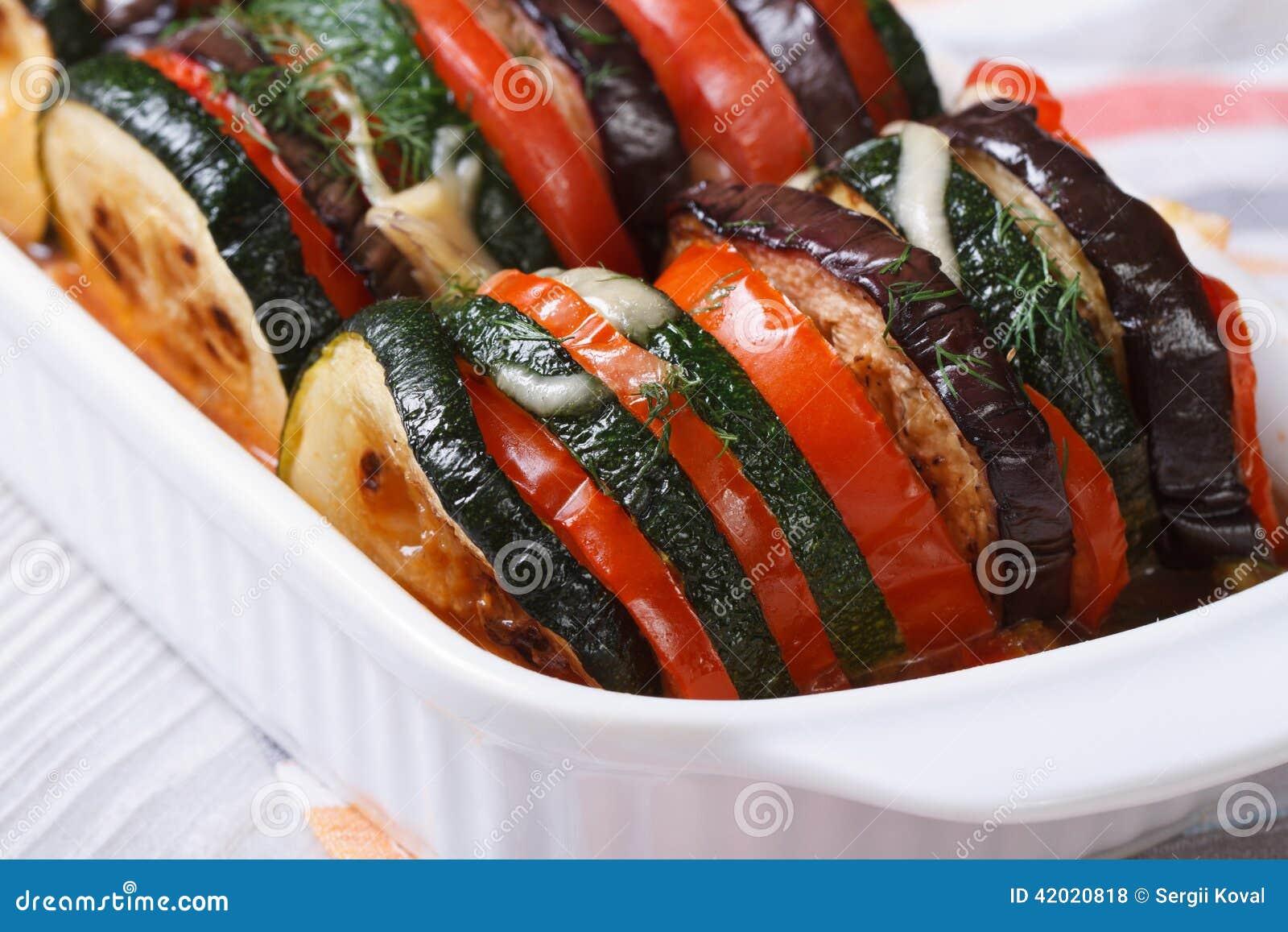 aubergine courgette et tomates cuites au four horizontal photo stock image du frais d ner. Black Bedroom Furniture Sets. Home Design Ideas