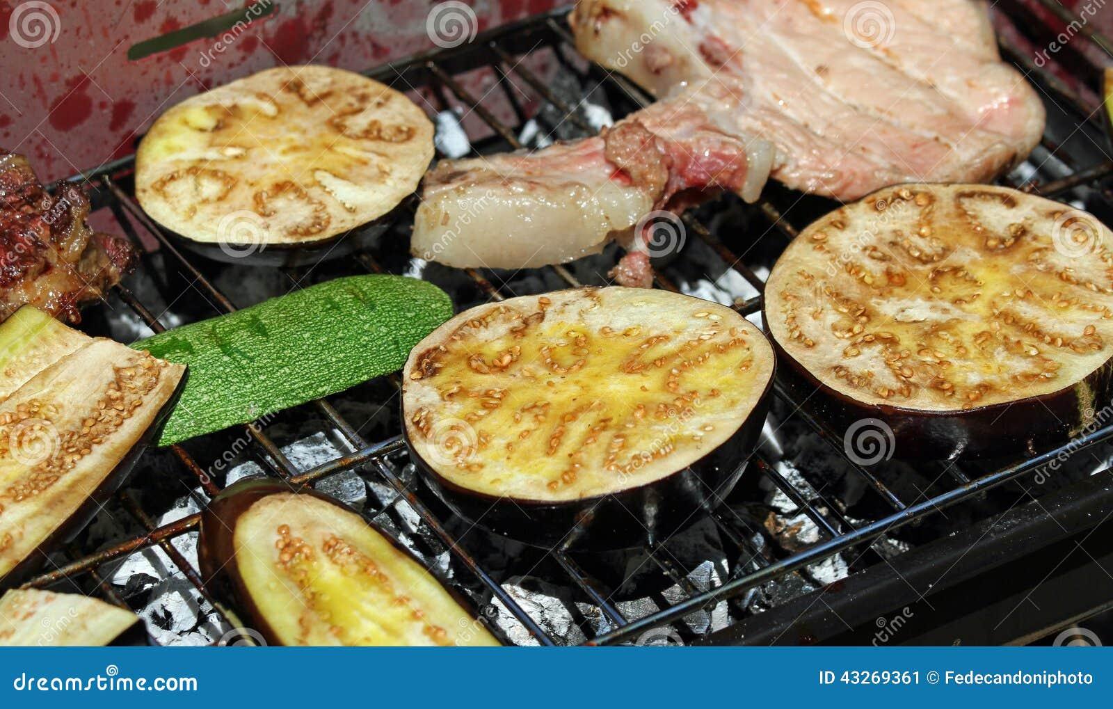 aubergine et courgette et l gumes grill s sur le barbecue photo stock image 43269361. Black Bedroom Furniture Sets. Home Design Ideas