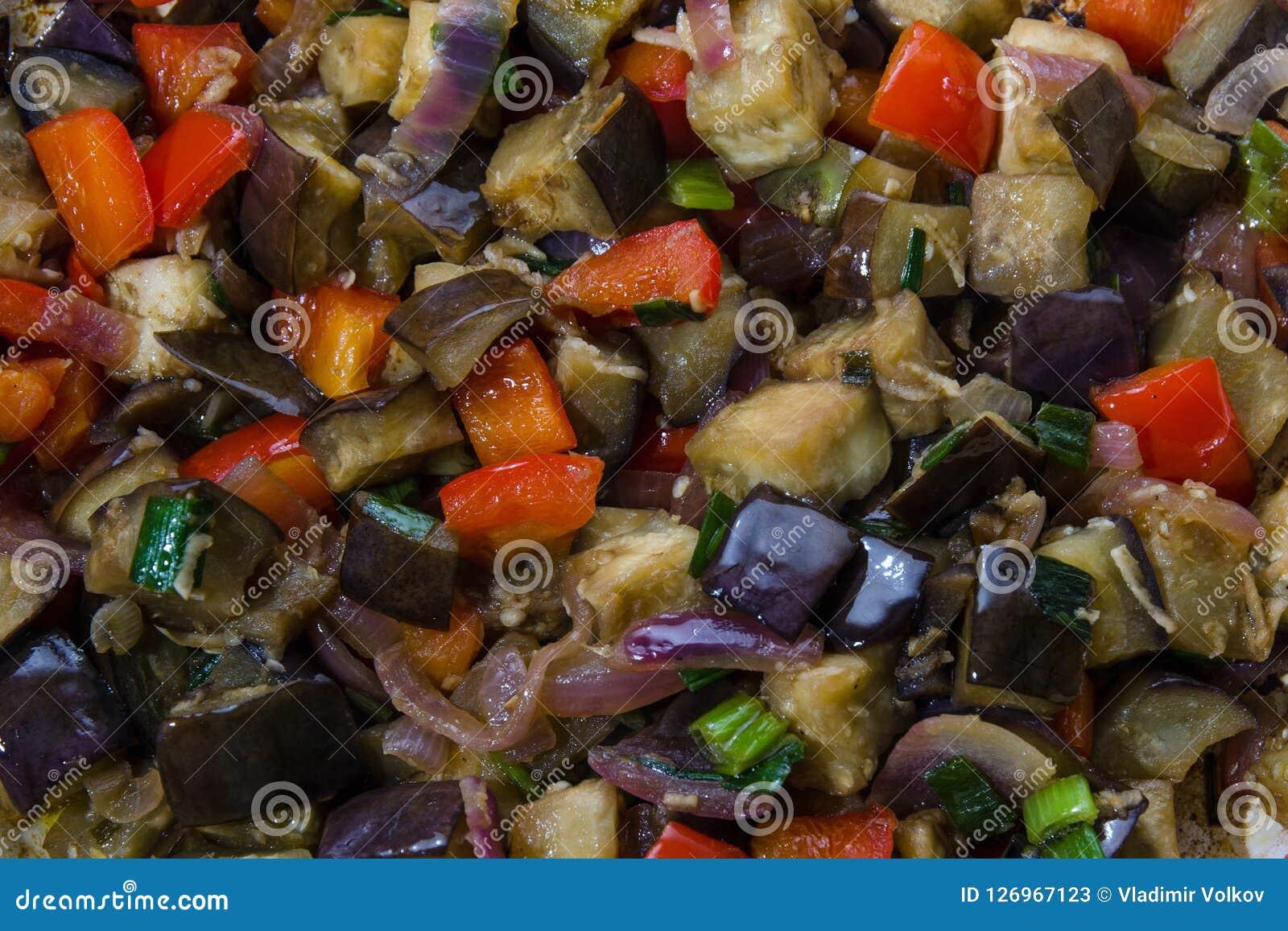 Auberginen und Pfeffer mit Knoblauch, Zwiebel und Sojabohnenöl sause, chinesisches Rezept