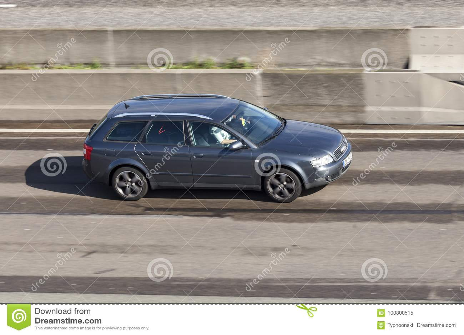 Audi A4 Avant στην εθνική οδό