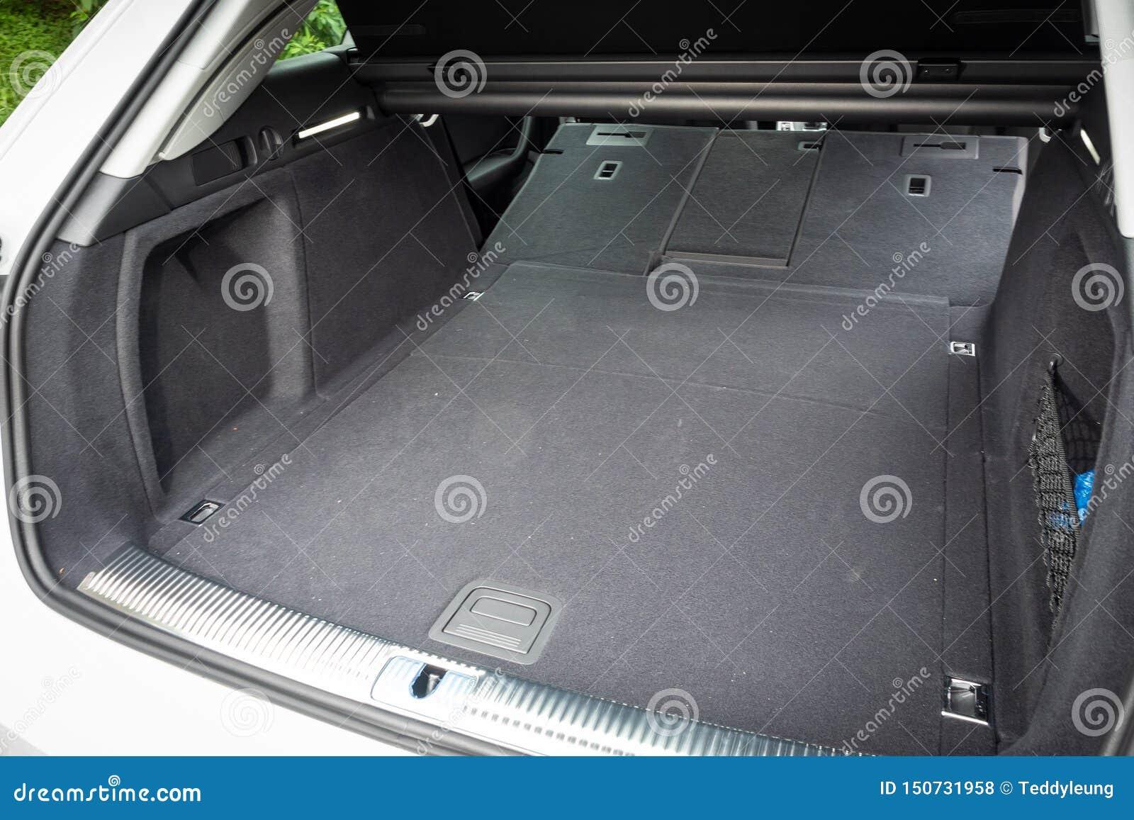 Audi A4 Avant 40 bagażnik