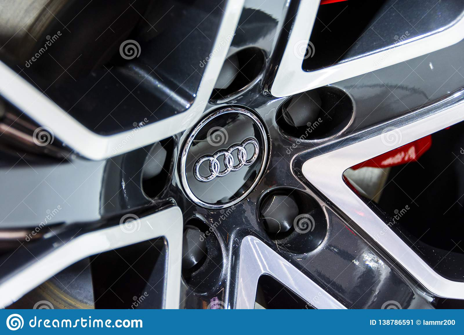 Audi emblemat na aliażu kole