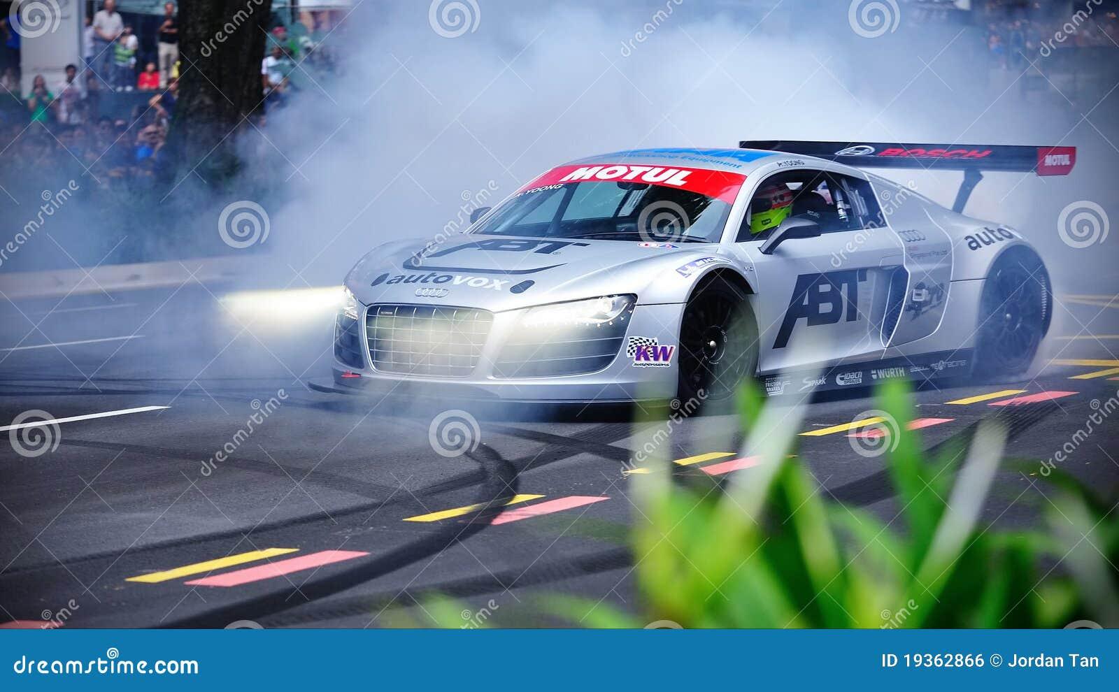 Audi R8 LMS que executa conluios
