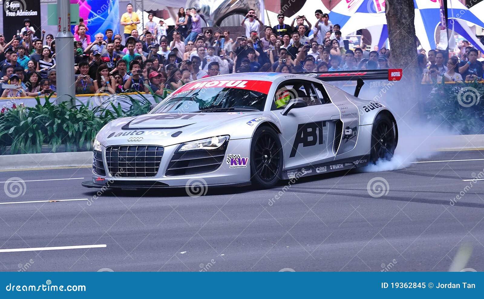 Audi R8 LMS que executa neutralizações