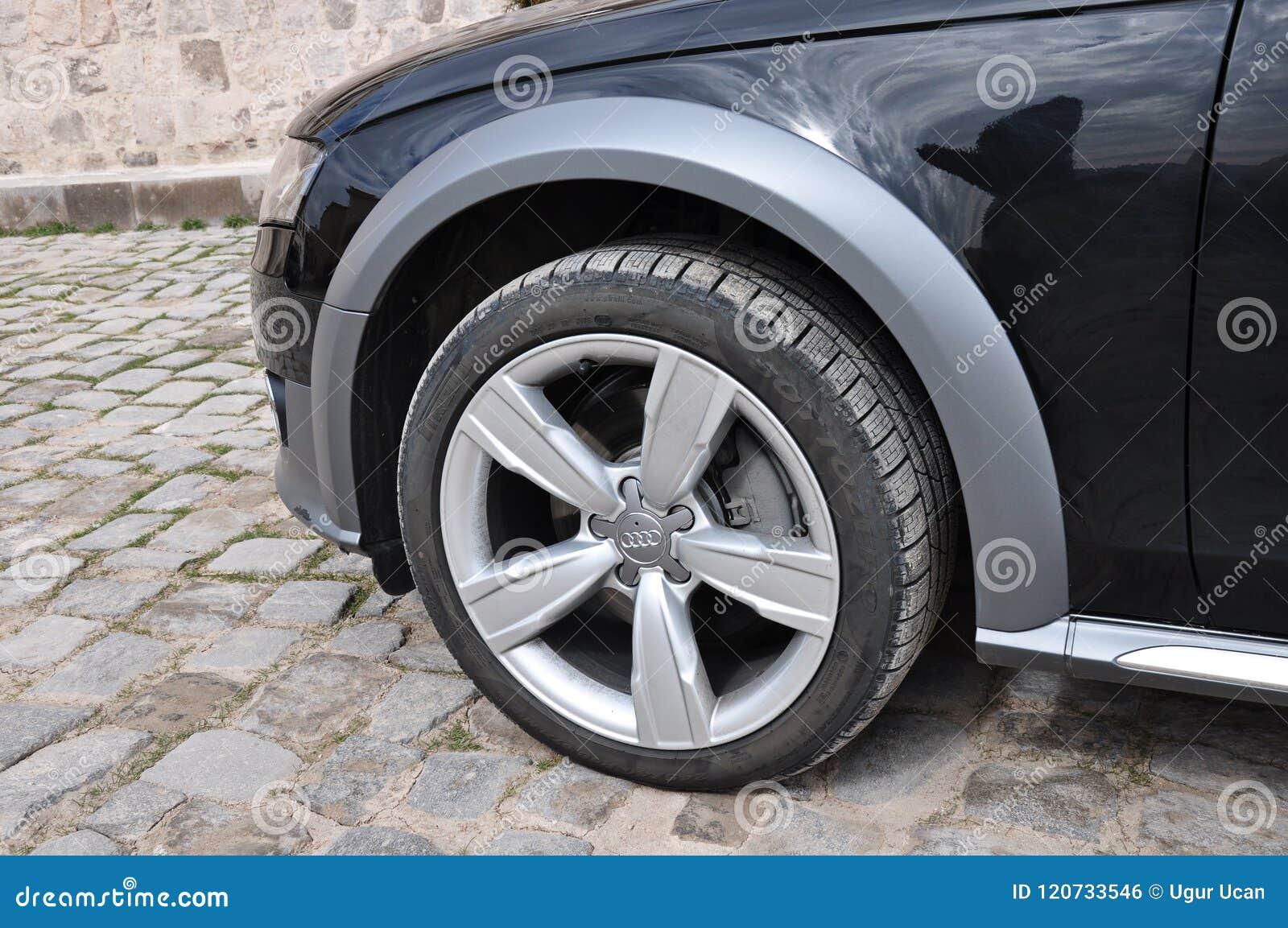 Audi A4 todo el cierre del camino encima del neumático