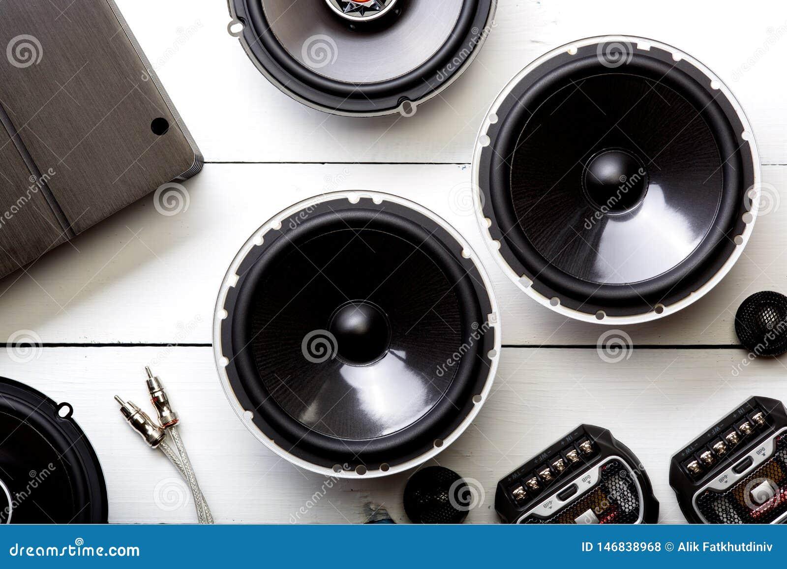 Audio dell automobile, altoparlanti dell automobile, subwoofer ed accessori per sintonizzare