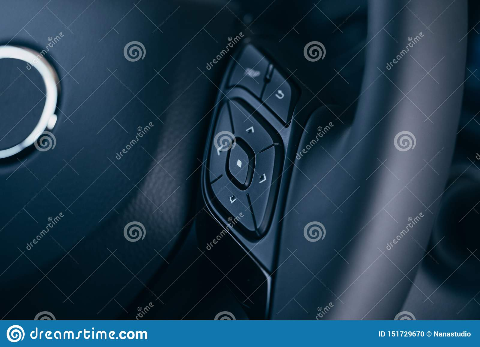 Audio kontrola zapina na kierownicie nowo?ytny samoch?d
