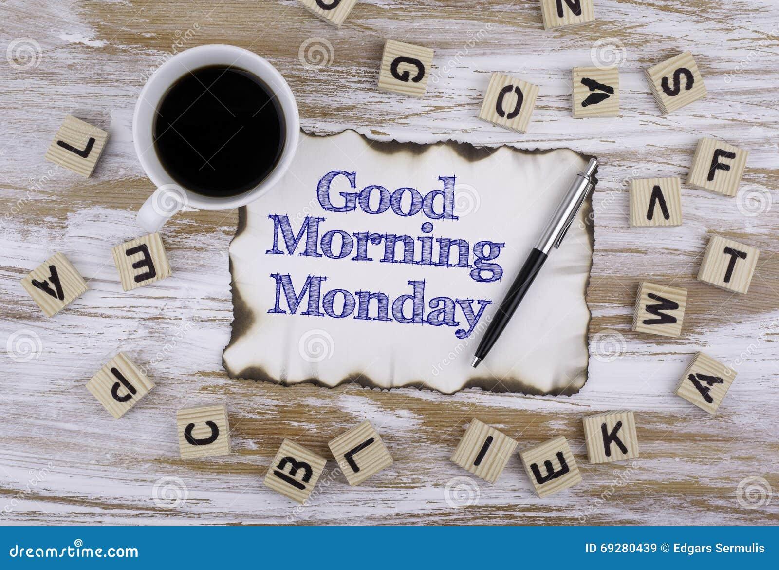 Auf dem Tisch ein Blatt Papier und Text - guten Morgen Montag