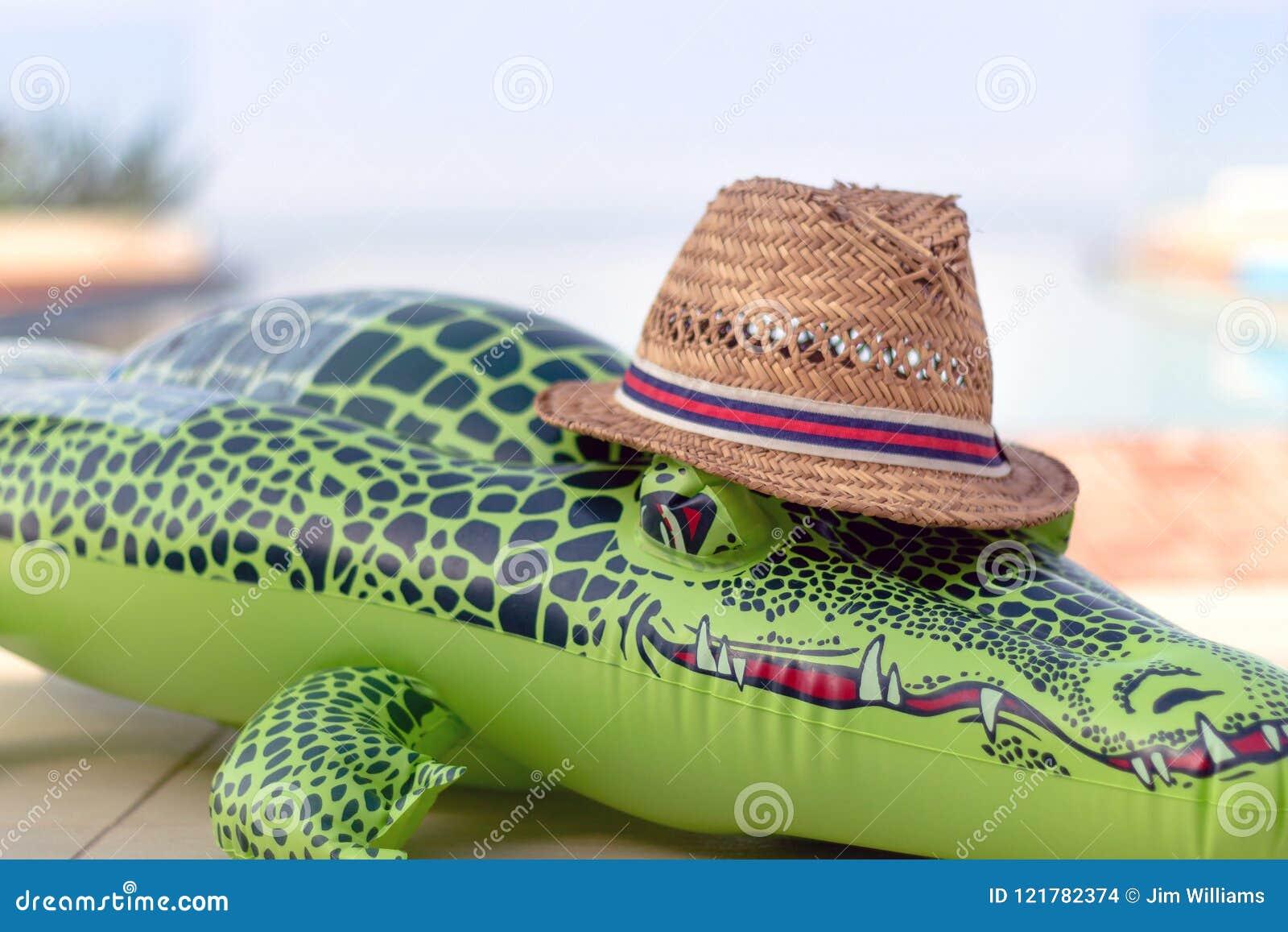 Aufblasbares Krokodil mit Straw Hat
