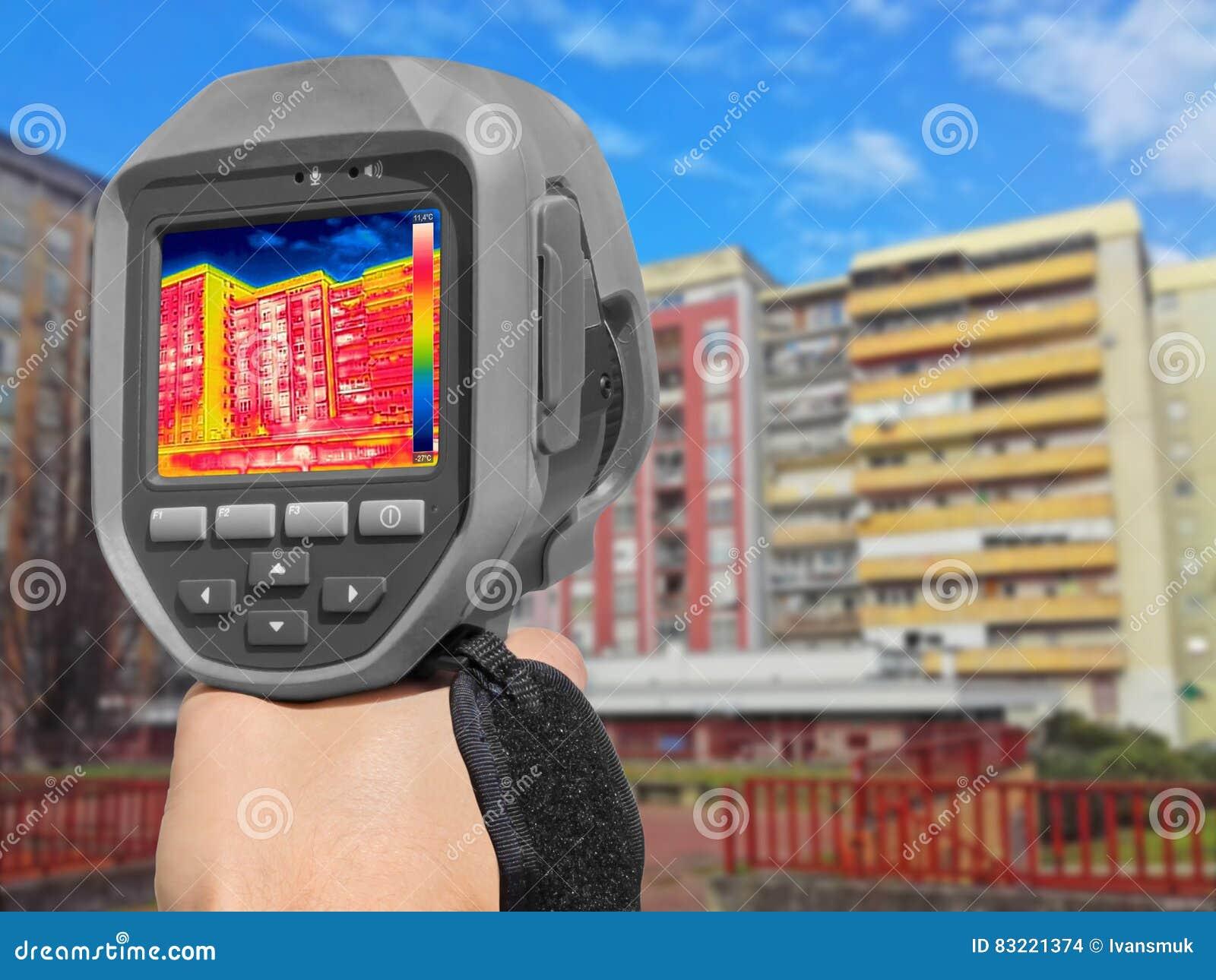 aufnahme-wärmeverlust am wohngebäude stockfoto - bild von hitze