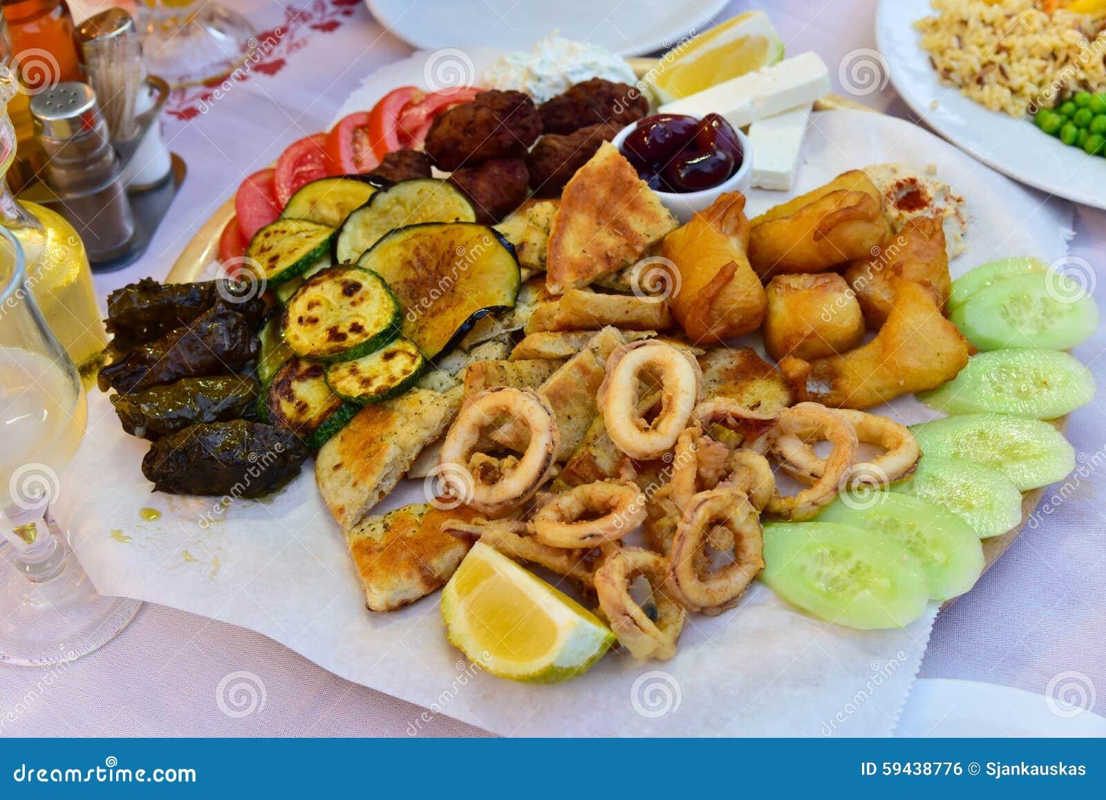 Aufschnittmischungsplatte, Griechische Küche Stockfoto - Bild von ...