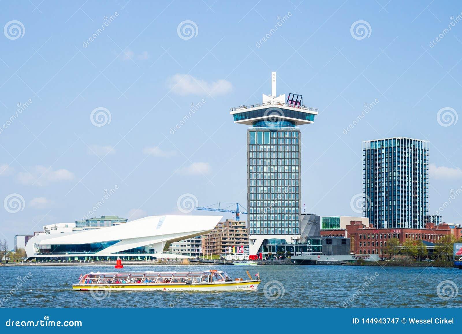 AUGE Film-Institut- und Shell Oil-Turm in Hafen Amsterdams IJ