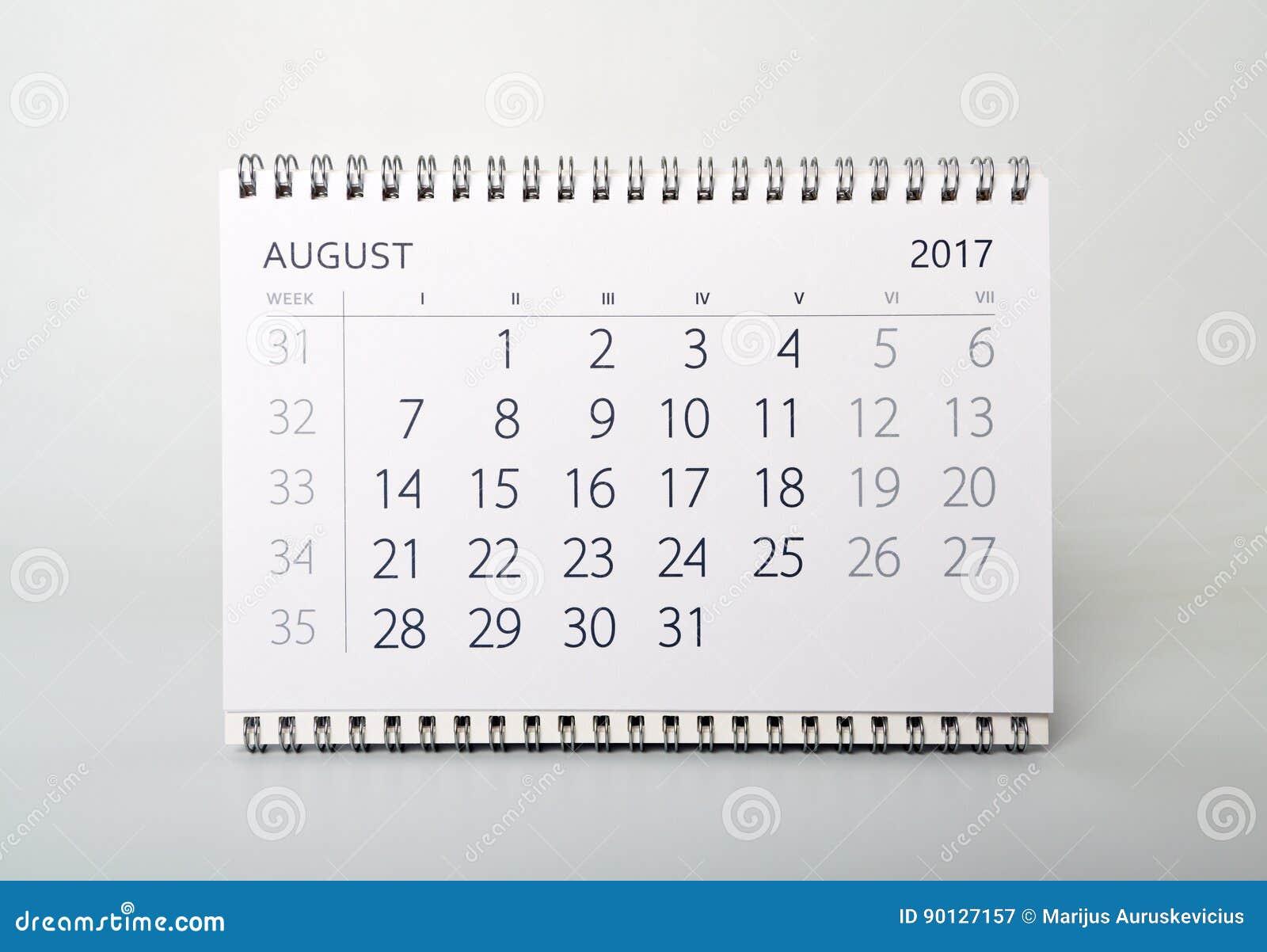 Sju Calendar.August Calendar Av Aret Tvatusen Sjutton Fotografering For