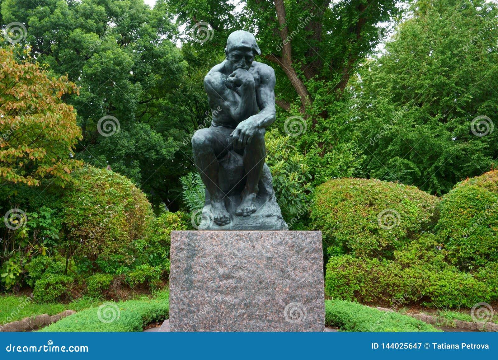 Auguste Rodins der Denker nahe dem Eingang des Nationalmuseums der Westkunst
