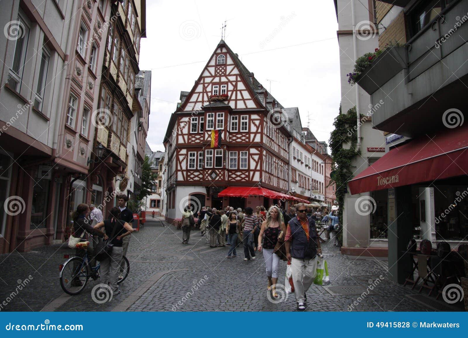 Download Augustinergasse, Mainz redaktionelles stockfoto. Bild von pfalz - 49415828
